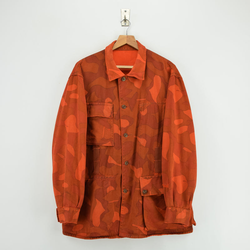 Vintage 70s Military Finnish Army Orange Overdyed Camo Mountain Field Jacket XL front