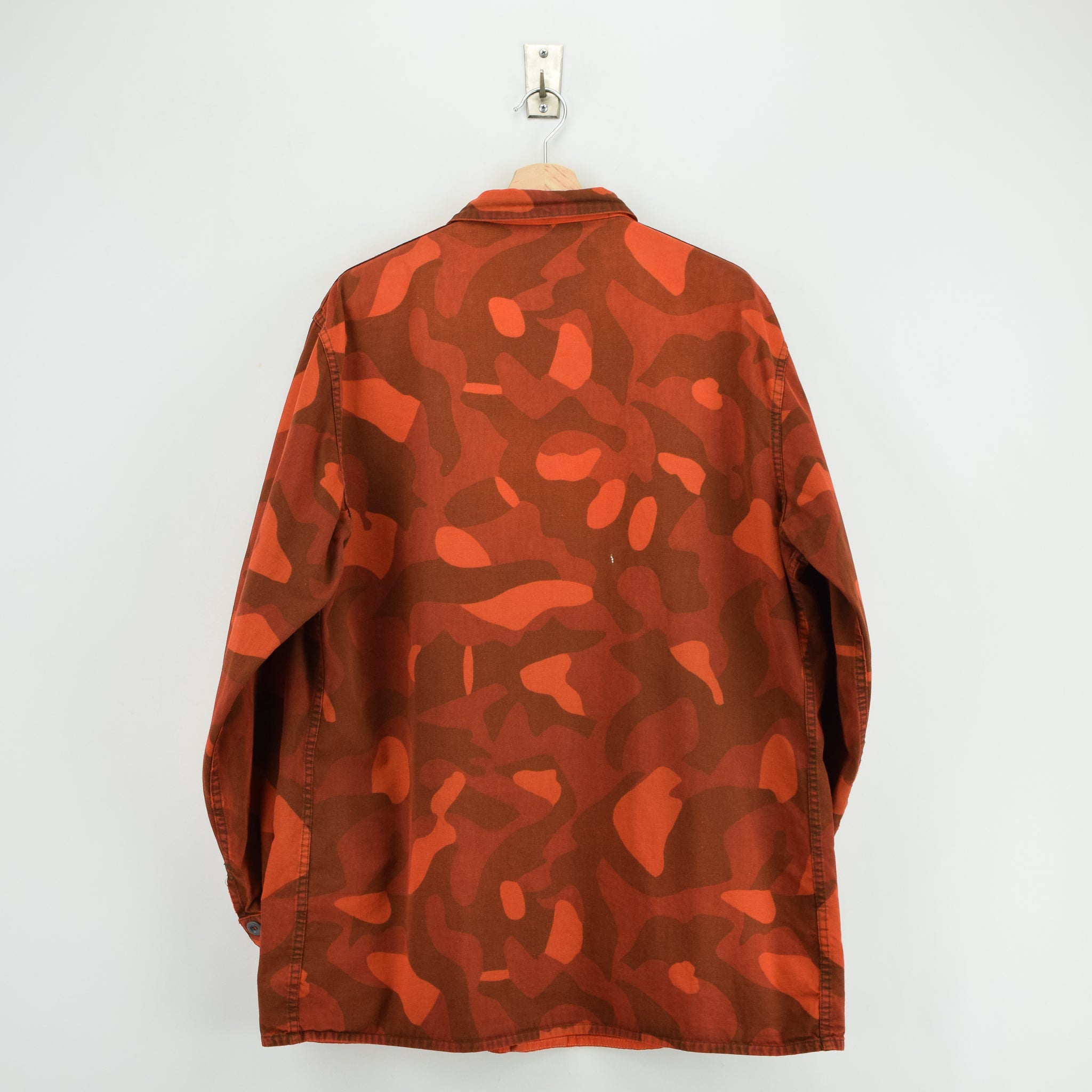 Vintage 80s Military Finnish Army Orange Overdyed Camo Mountain Field Jacket XL back