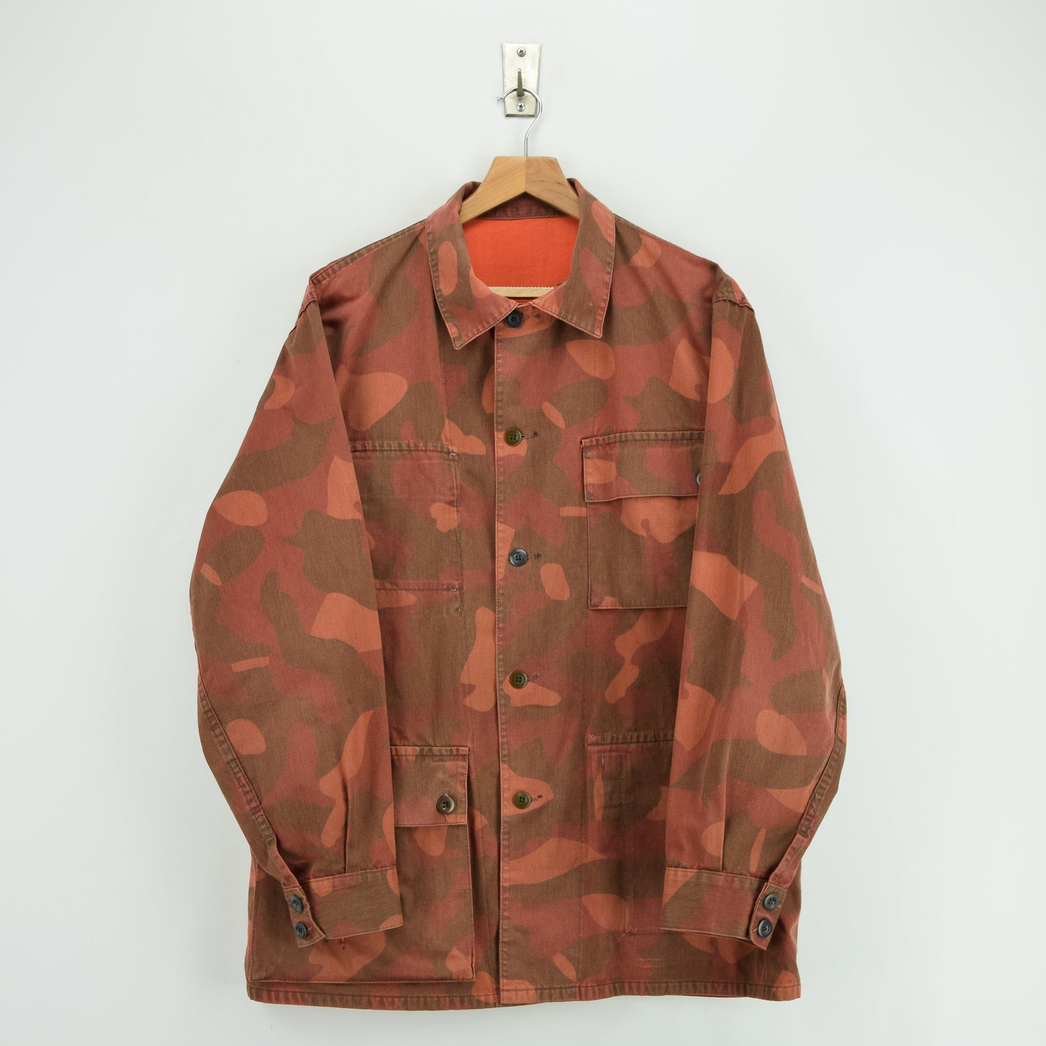 Vintage 80s Military Finnish Army Orange Overdyed Camo Mountain Field Jacket L front