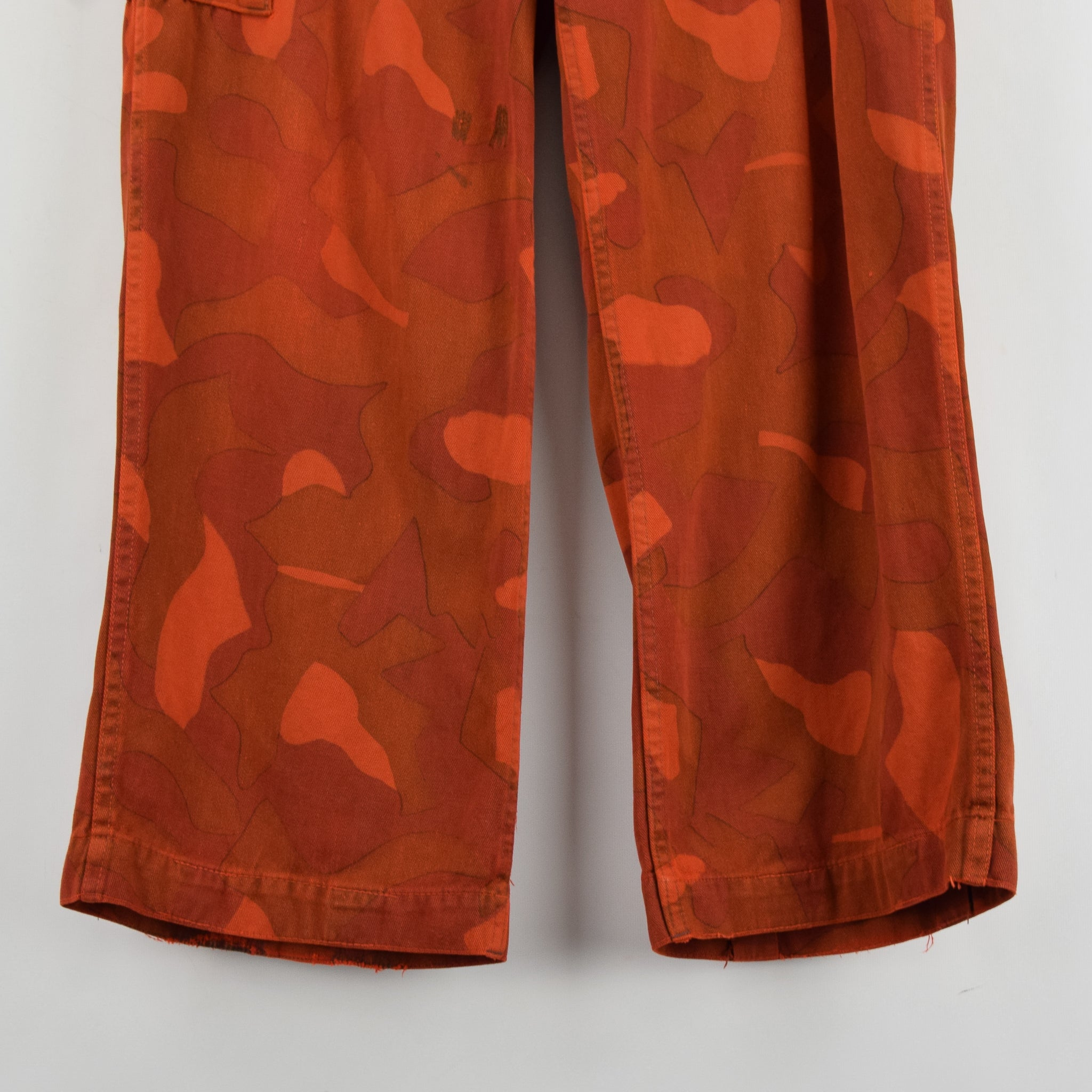 Vintage Military Finnish Army Orange Overdyed Camo Mountain Trousers 34-36 W front hem