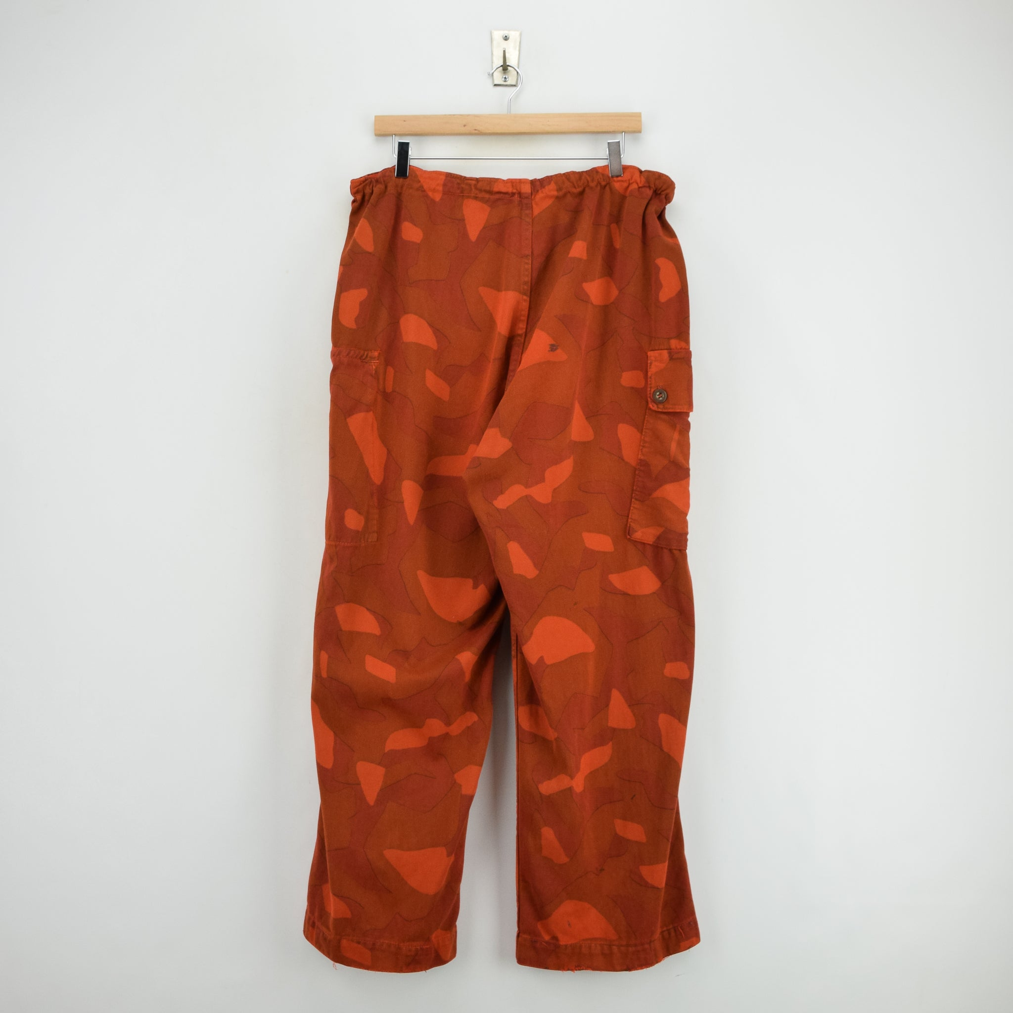 Vintage Military Finnish Army Orange Overdyed Camo Mountain Trousers 34-36 W back