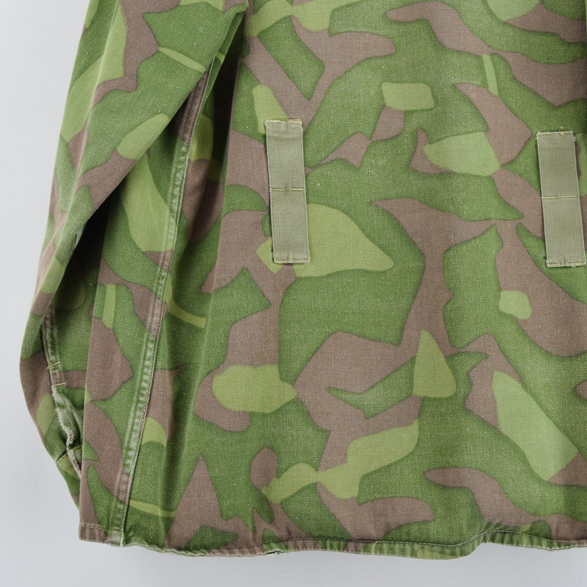 Vintage 60s Military Finnish Army Green Camo Mountain Field Jacket XL back hem