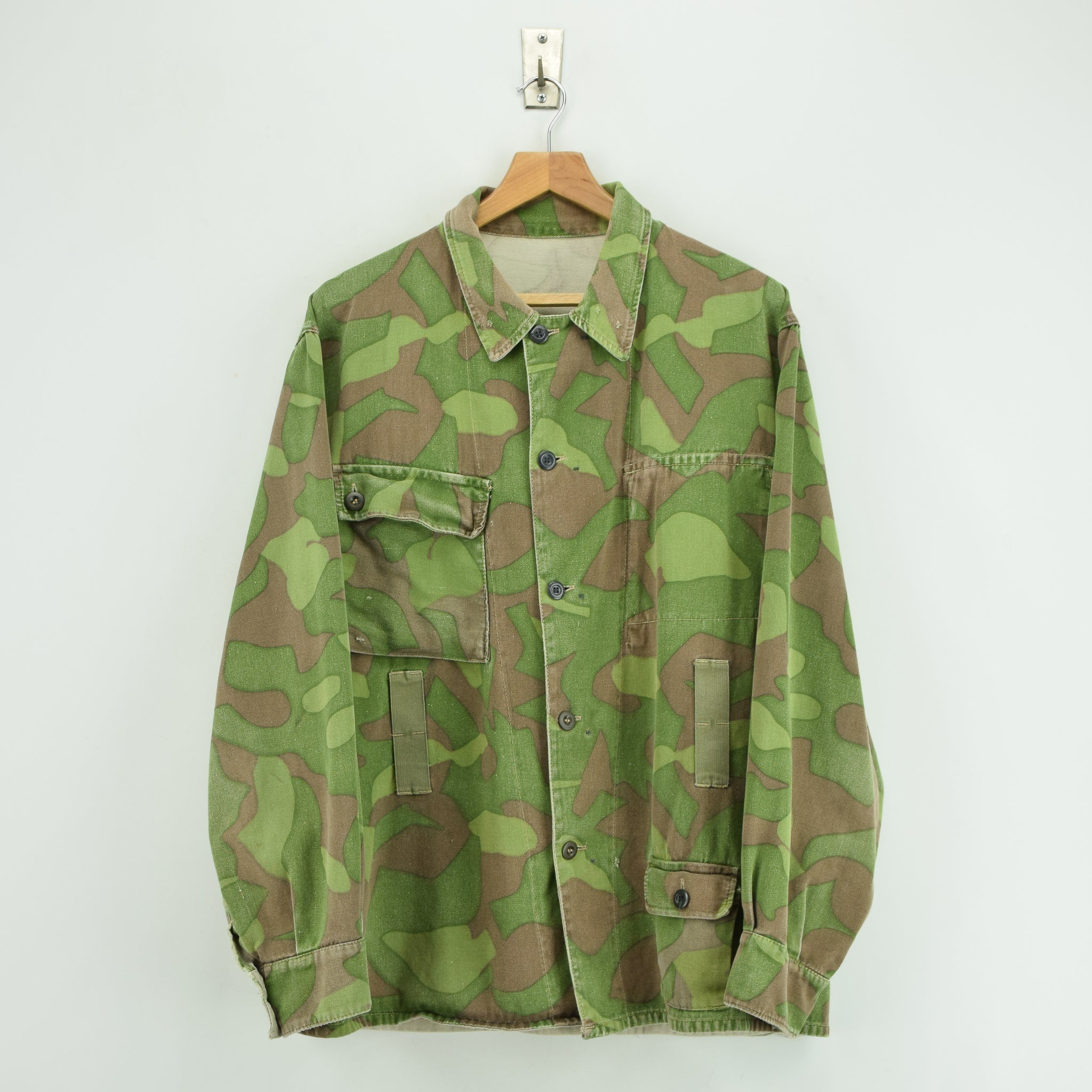 Vintage 60s Military Finnish Army Green Camo Mountain Field Jacket XL front