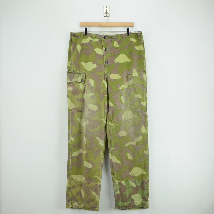 Vintage 60s Military Finnish Army Green Camo Pants Mountain Trousers 34-36 W front
