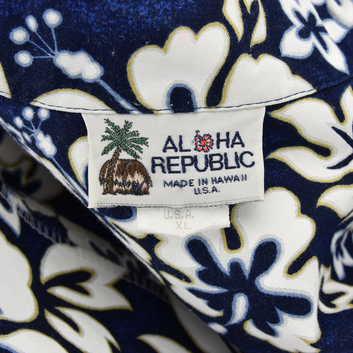 Vintage Hawaiian Blue Beach Aloha Holiday Shirt Made in USA Short Sleeve L / XL label