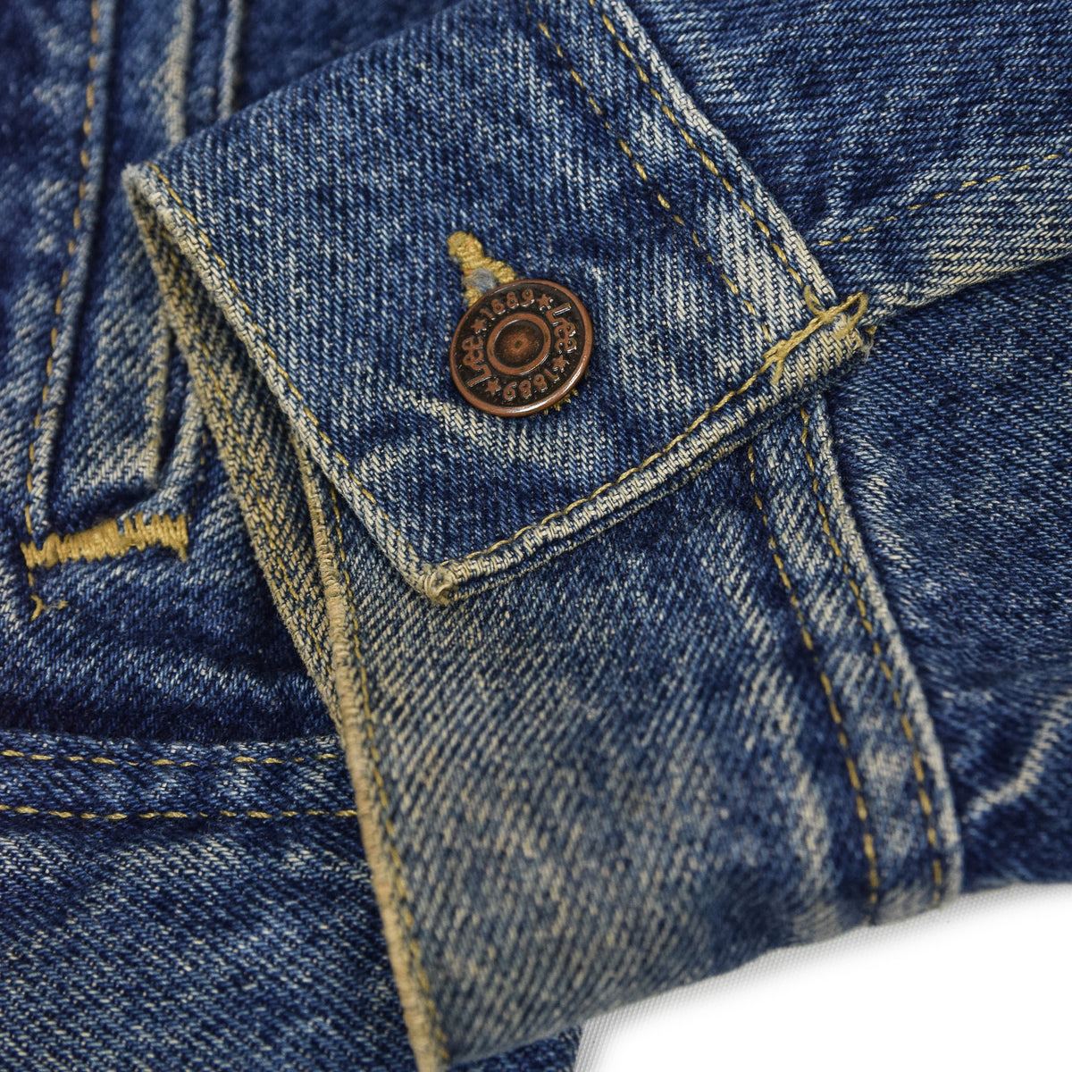 Vintage 70s Lee Washed Blue Denim Trucker Style Basic Jacket Made in USA M cuff button