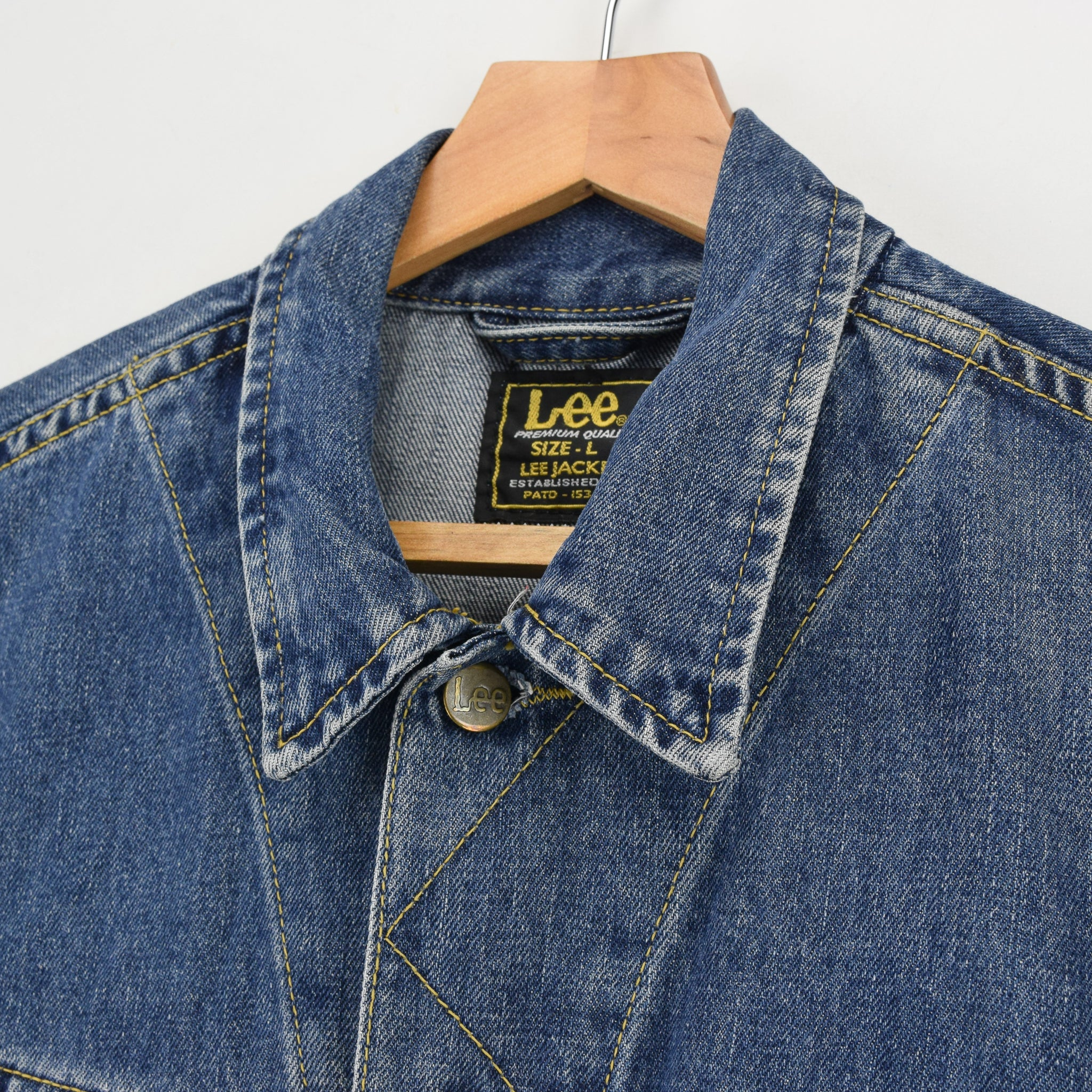 Vintage Lee Washed Blue Denim Trucker Style Basic Jacket L collar