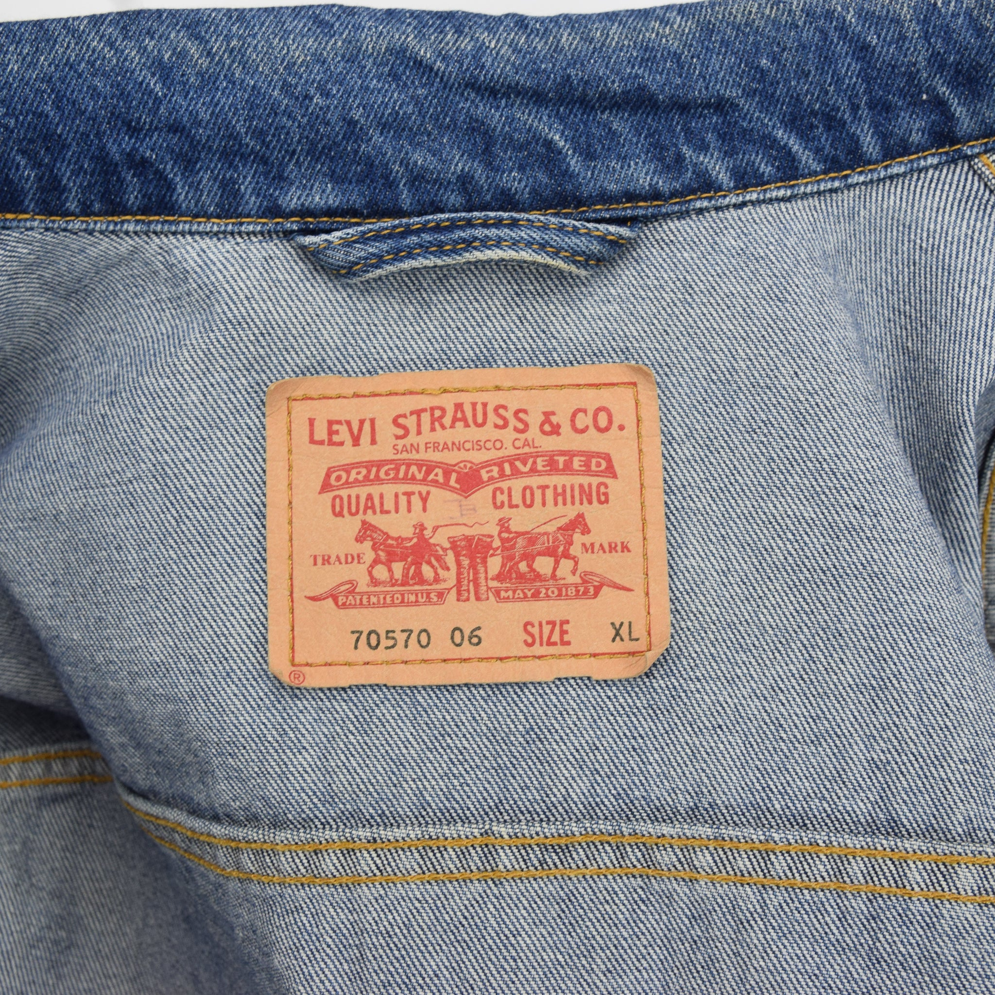 Vintage Levi Red Tab 70570 06 Washed Blue Denim Trucker Western Jacket XL label
