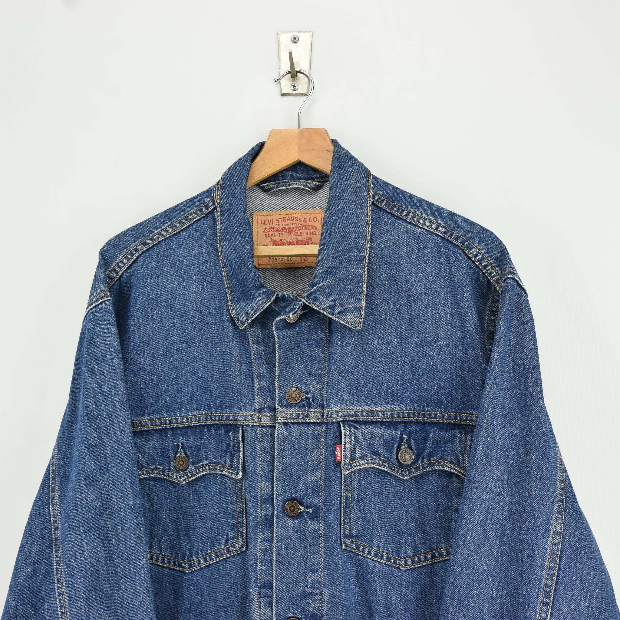 Vintage Levi Red Tab 70570 06 Washed Blue Denim Trucker Western Jacket XL chest