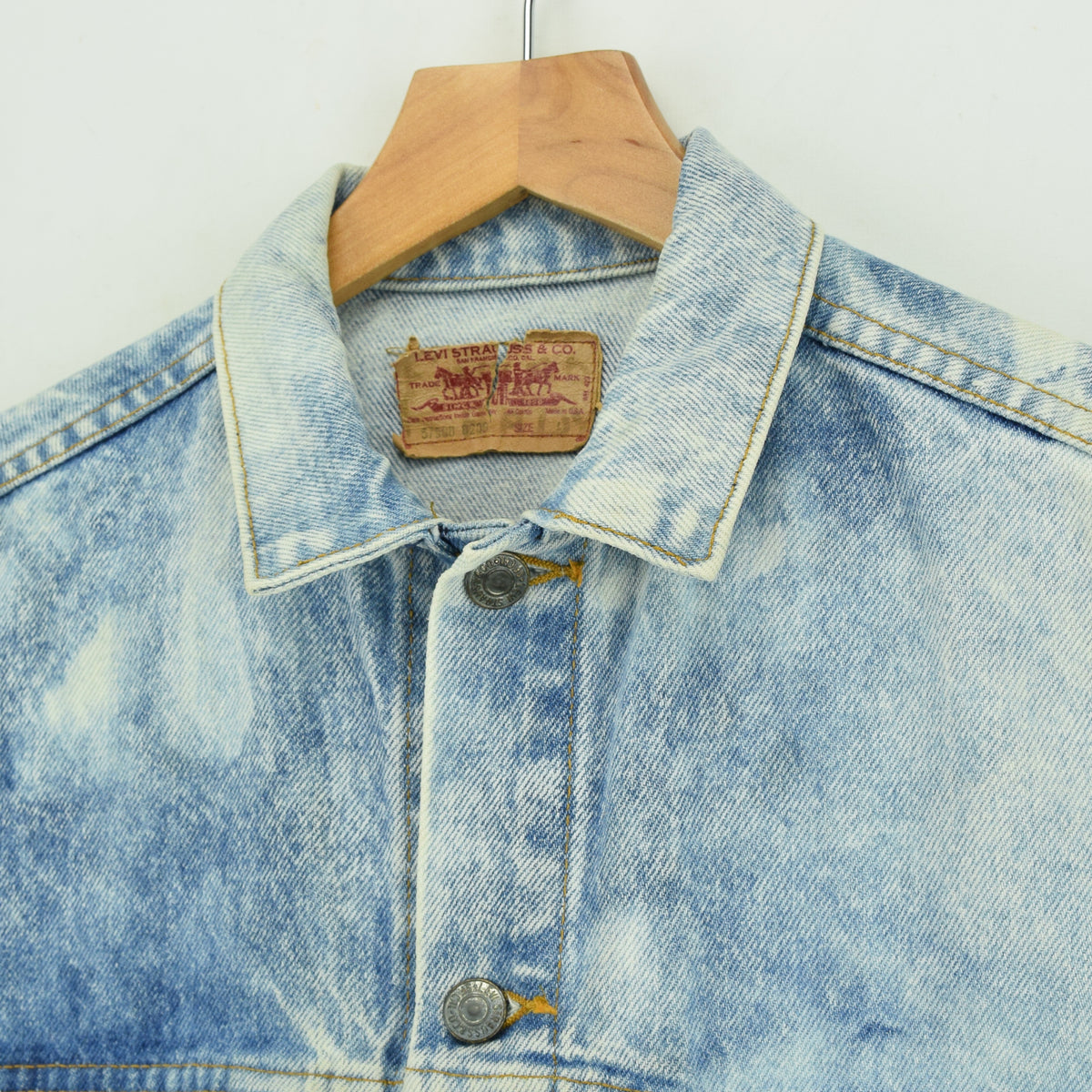 Vintage Levi 57508 Red Tab Bleached Blue Denim Trucker Jacket Made in USA S collar