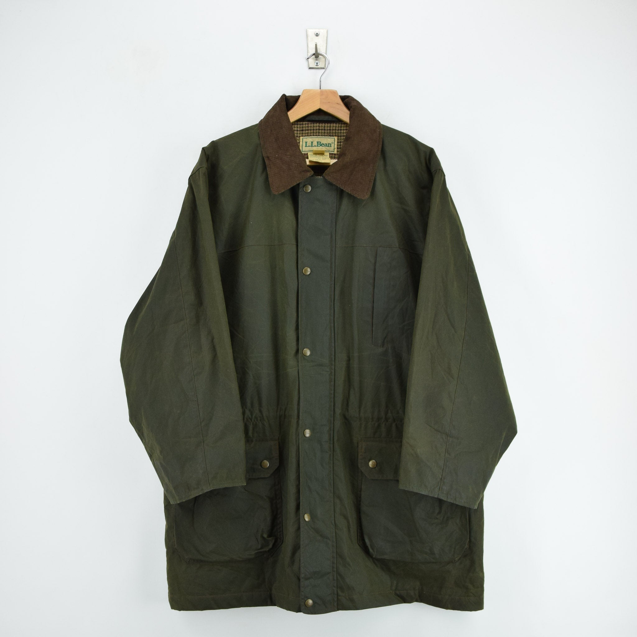 Vintage LL Bean Green Wax Cotton Hunting Shooting Jacket Thinsulate Lined L front