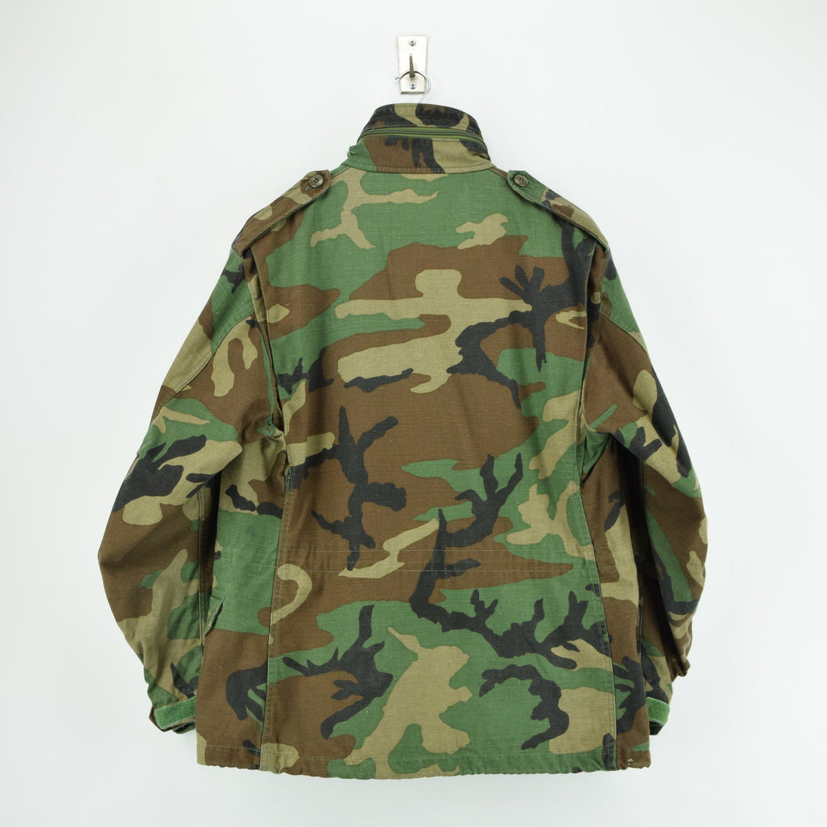 Vintage 80s M-65 Woodland Camouflage Field Coat Military US Air Force Jacket M back