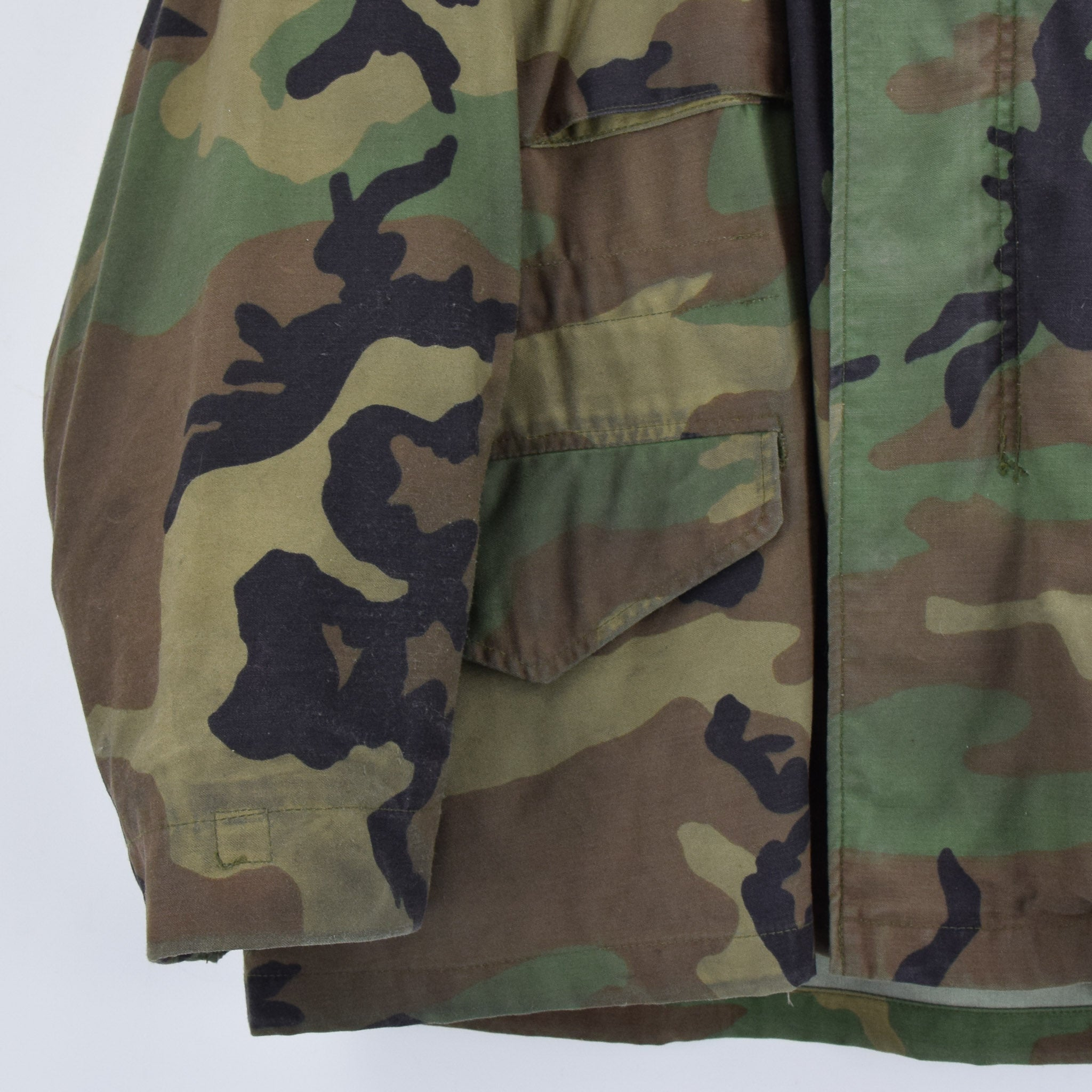 Vintage 80s M-65 Woodland Camouflage Field Coat Alpha Industries Army Jacket M front hem