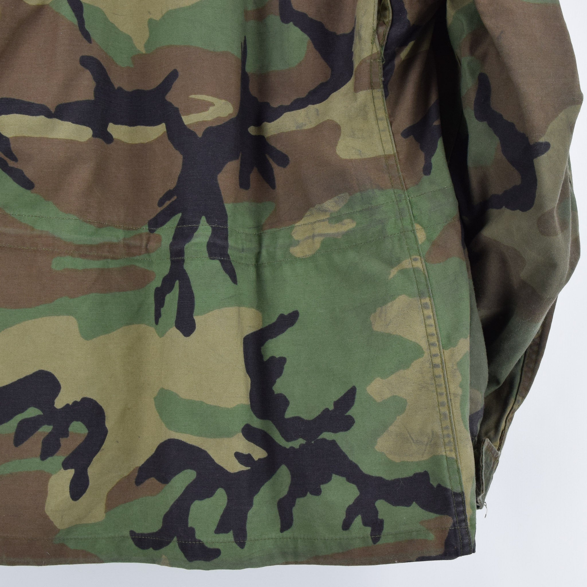 Vintage 80s M-65 Woodland Camouflage Field Coat Alpha Industries Army Jacket M back hem