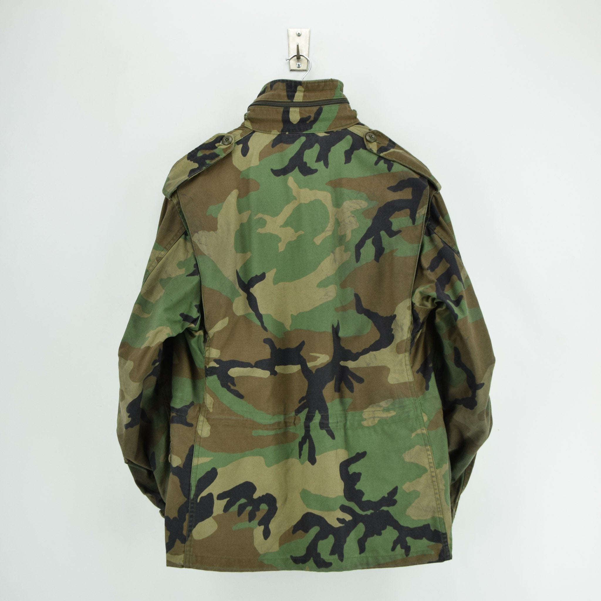 Vintage 80s M-65 Woodland Camouflage Field Coat Alpha Industries Army Jacket M back
