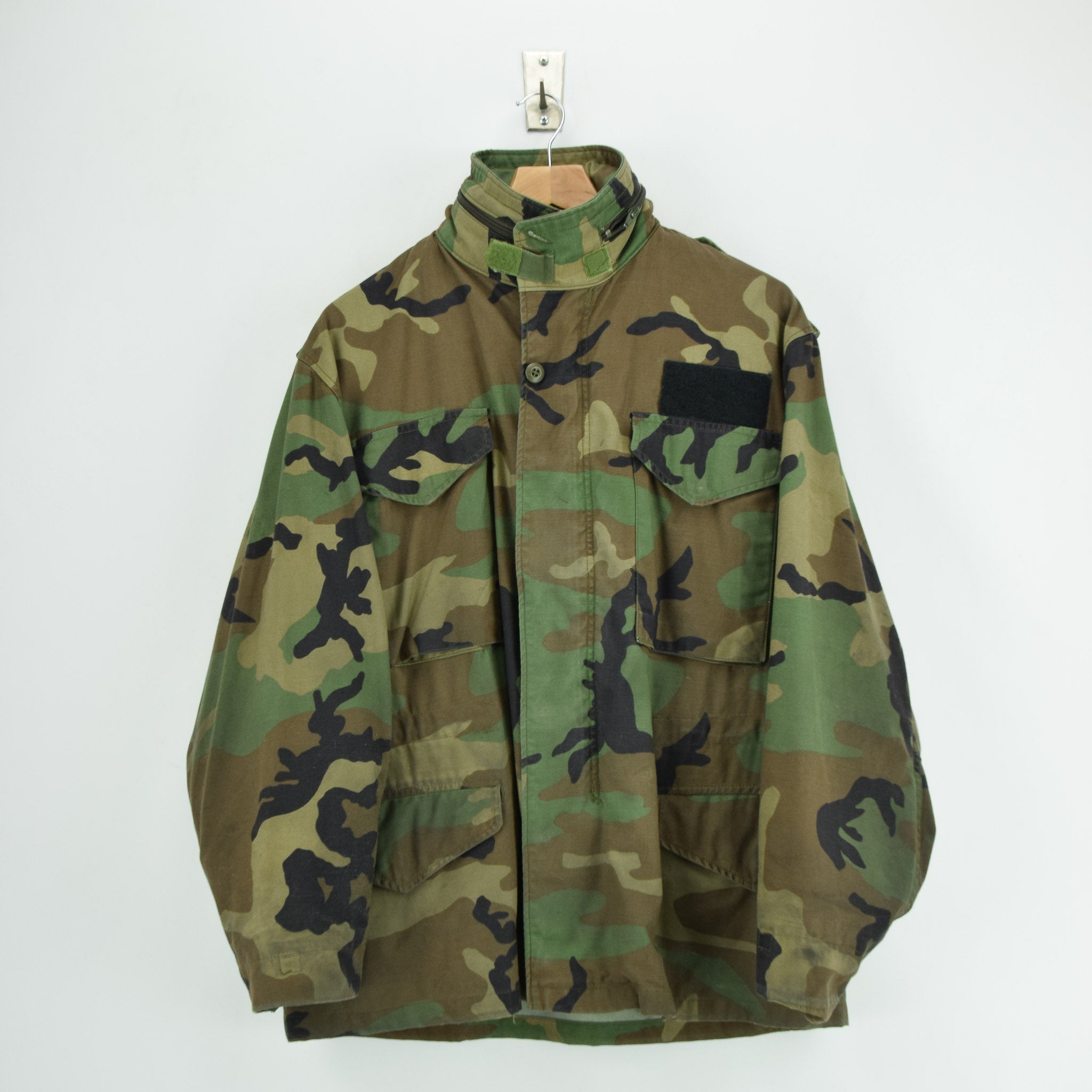 Vintage 80s M-65 Woodland Camouflage Field Coat Alpha Industries Army Jacket M front