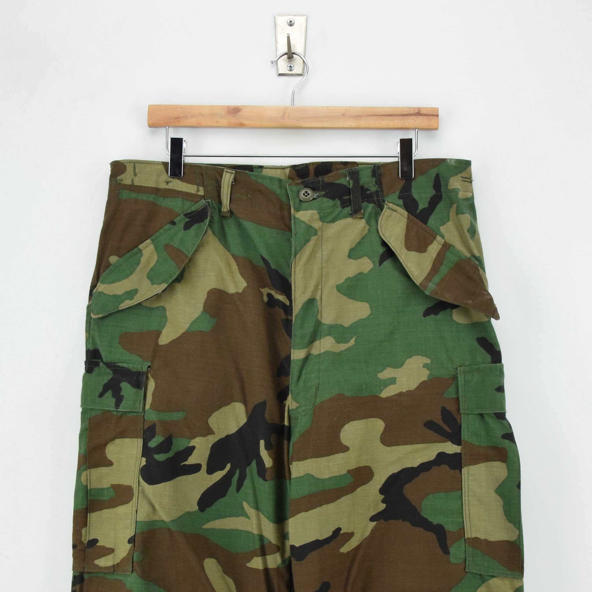Vintage 80s US Army Camo Cold Weather Military Combat Field Trousers M Long front waist