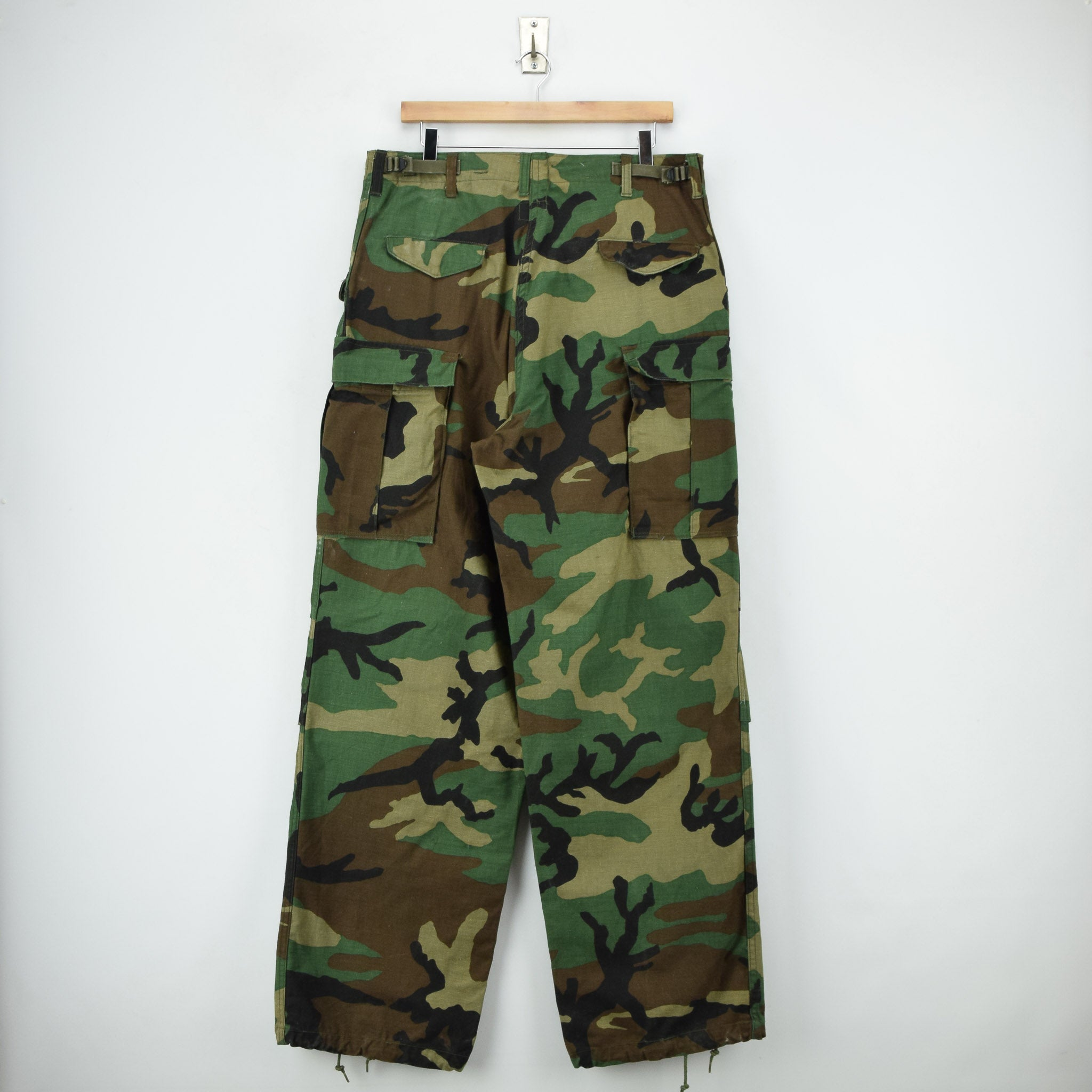 Vintage 80s US Army Camo Cold Weather Military Combat Field Trousers M Long back