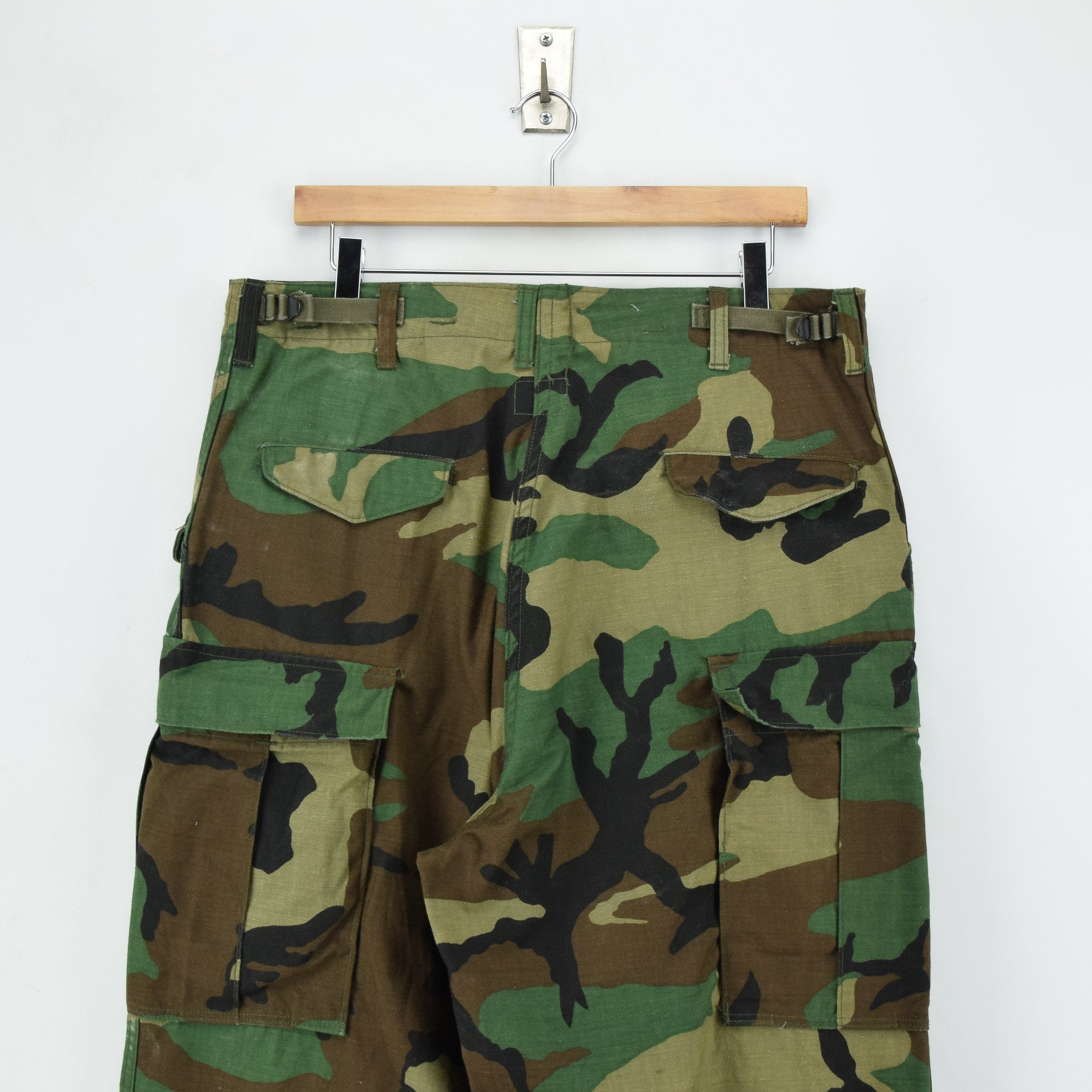 Vintage 80s US Army Camo Cold Weather Military Combat Field Trousers M Long back waist