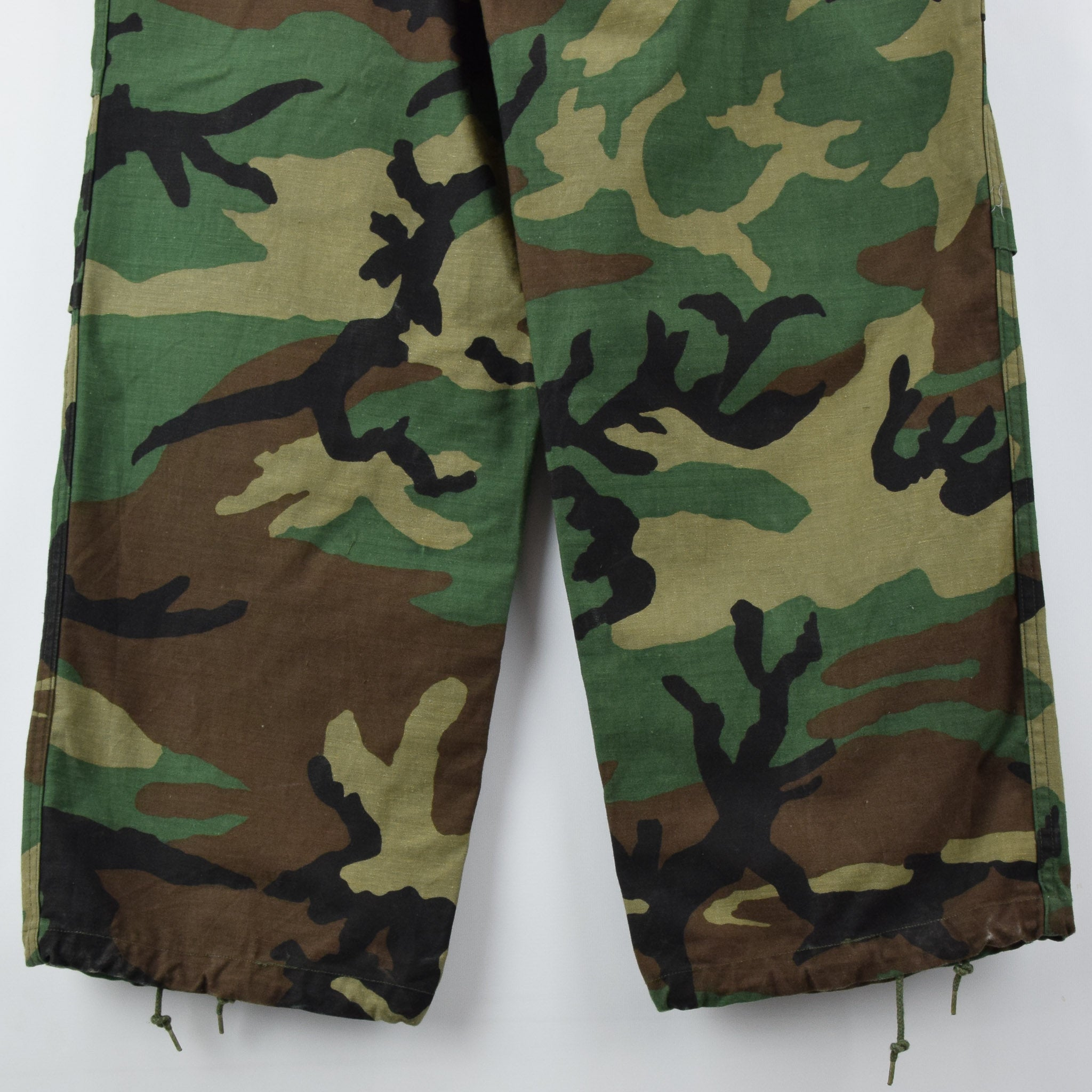 Vintage 80s US Army Camo Cold Weather Military Combat Field Trousers M Long back hem