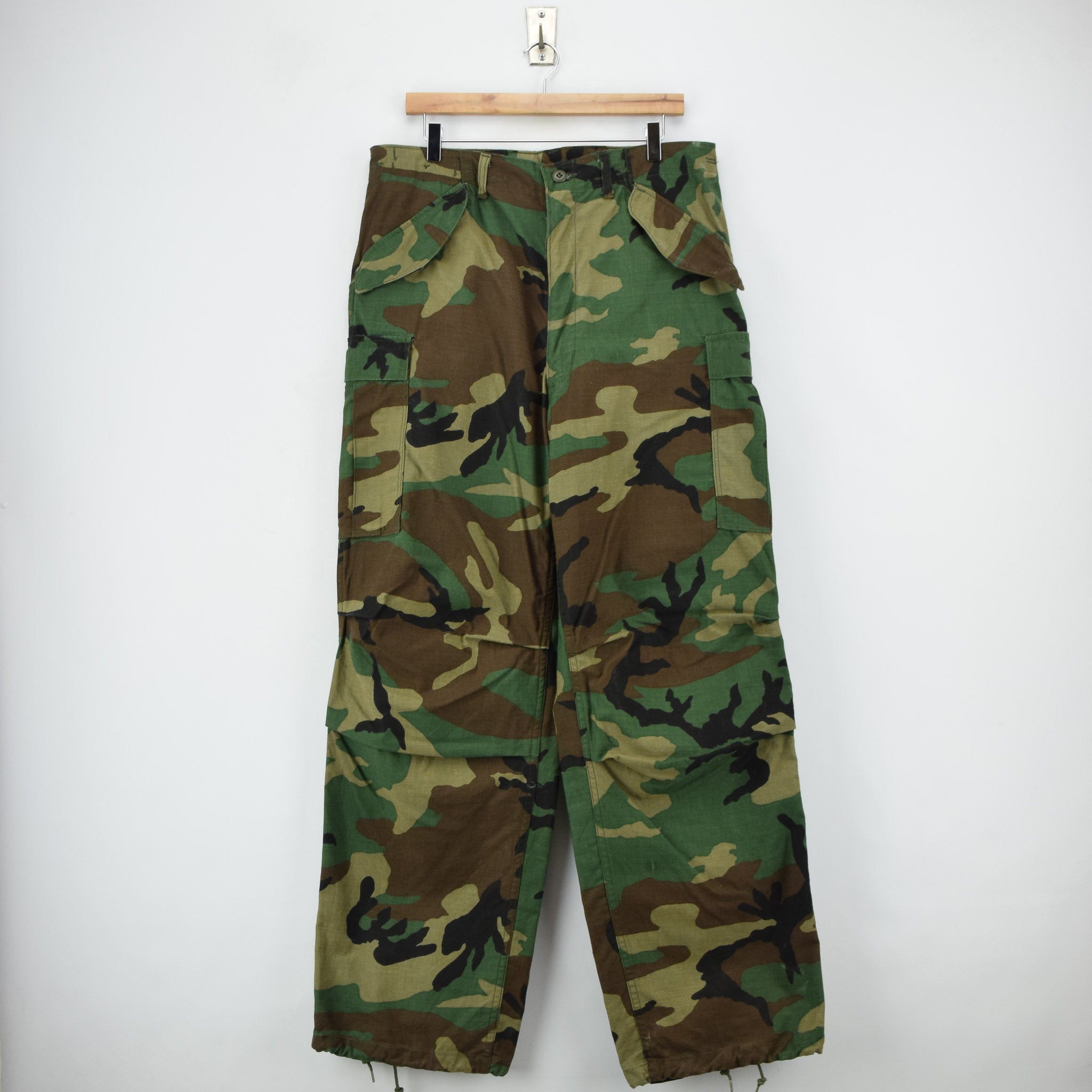 Vintage 80s US Army Camo Cold Weather Military Combat Field Trousers M Long front