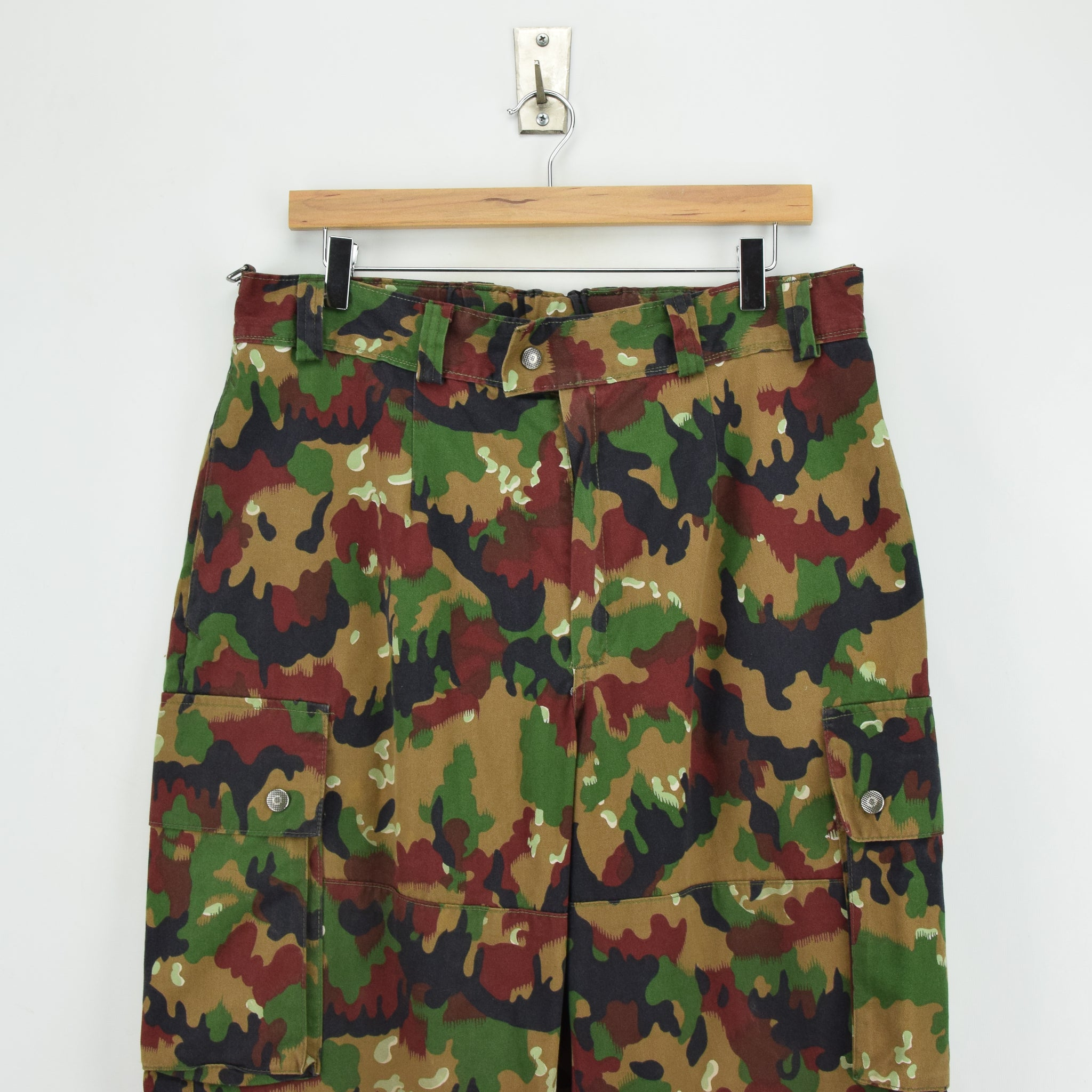 Vintage Swiss Army Alpenflage Camo Combat Pants Trousers Made in Sweden 32 W front waist