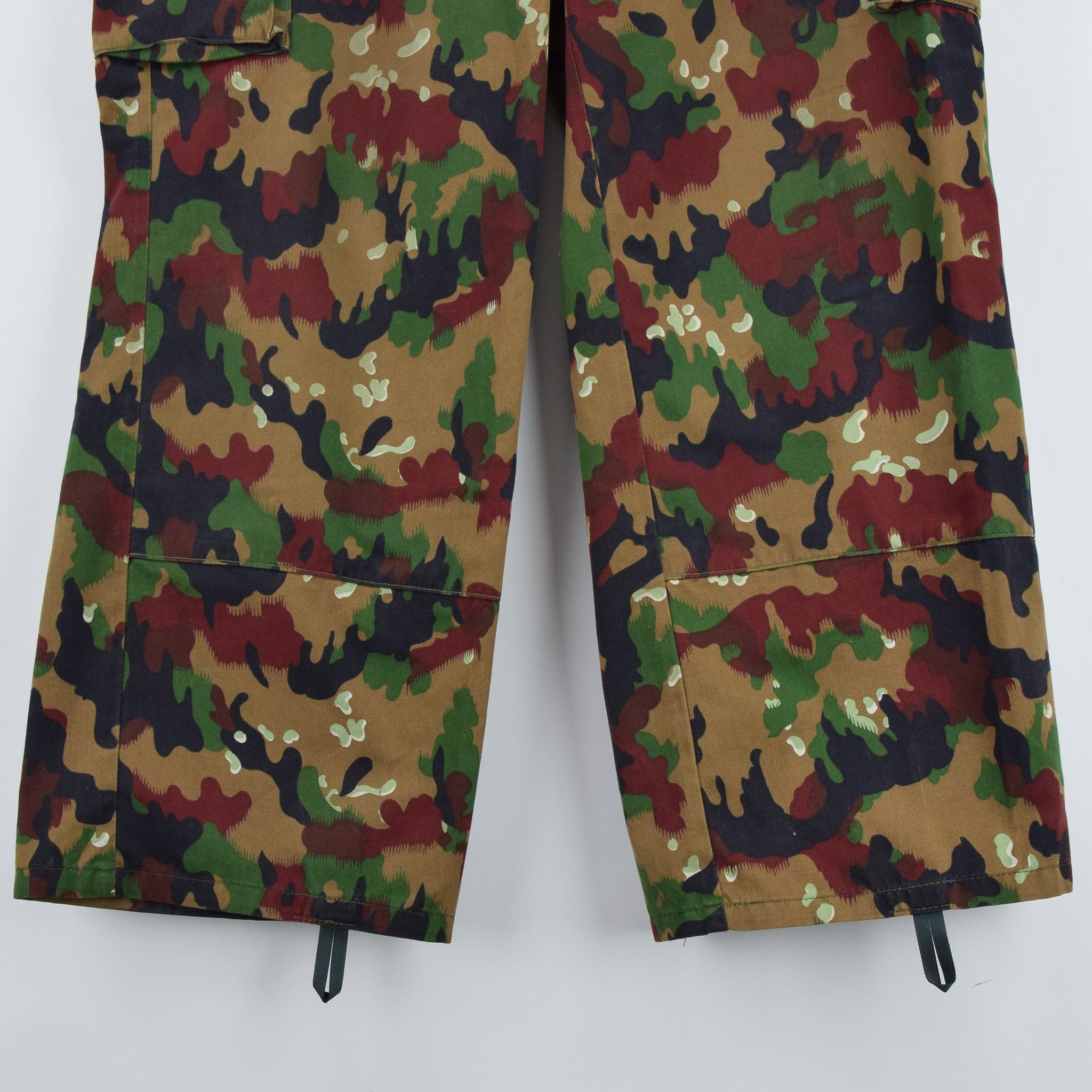 Vintage Swiss Army Alpenflage Camo Combat Pants Trousers Made in Sweden 32 W front hem