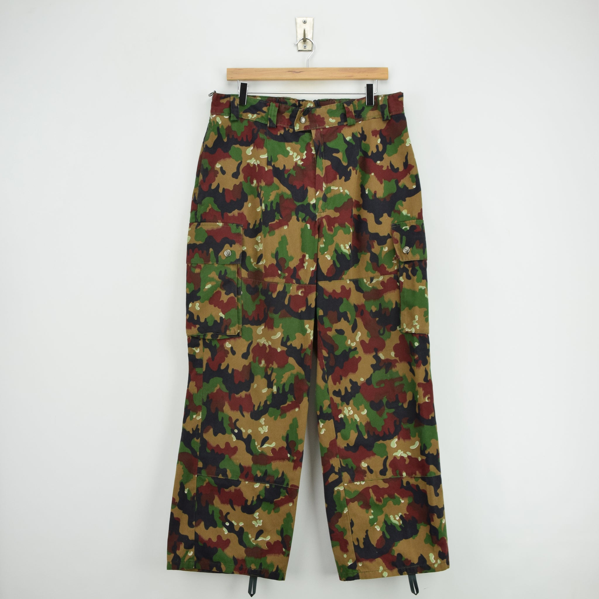 Vintage Swiss Army Alpenflage Camo Combat Pants Trousers Made in Sweden 32 W front