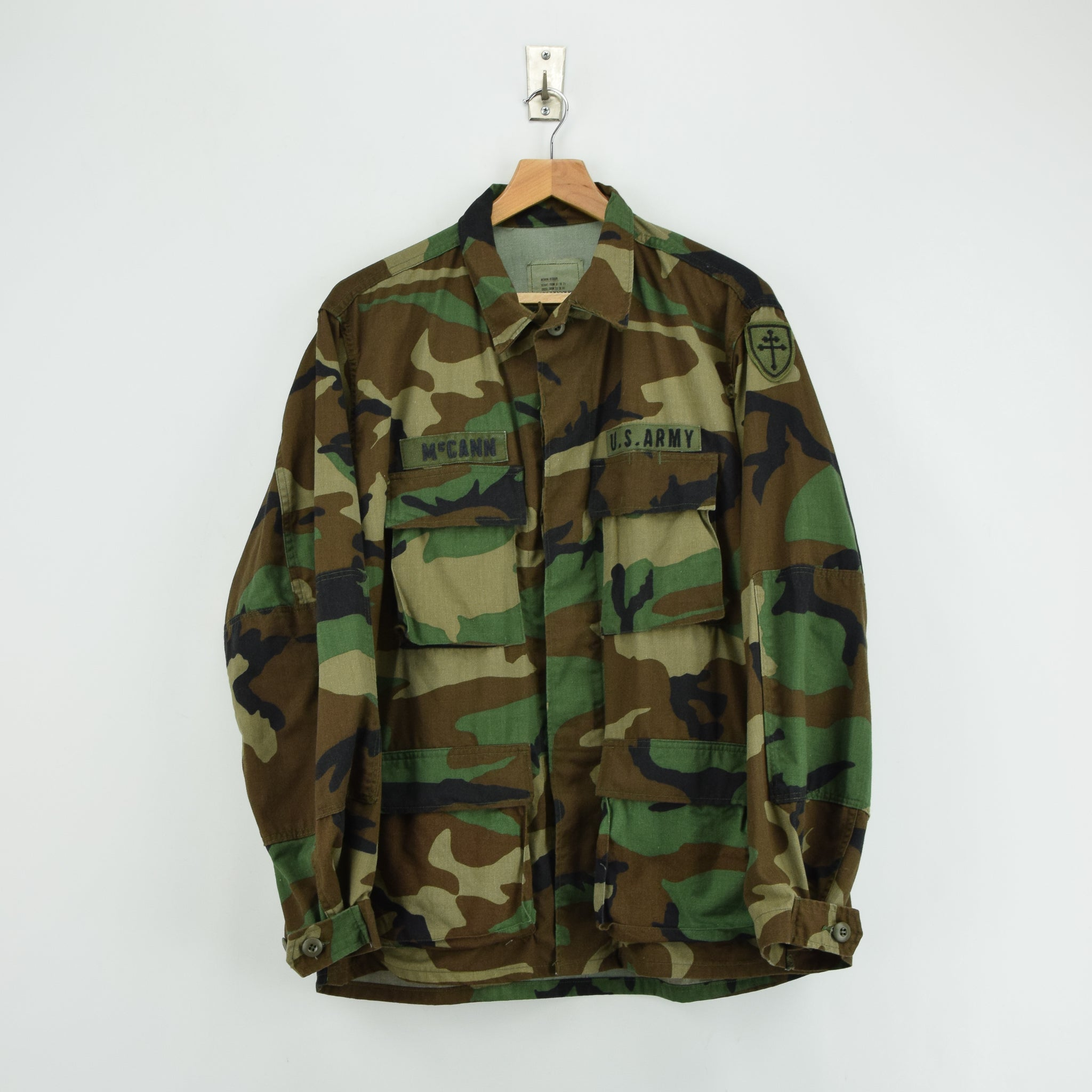 Vintage 80s US Army Woodland Camouflage Combat Coat Field Jacket M Reg front