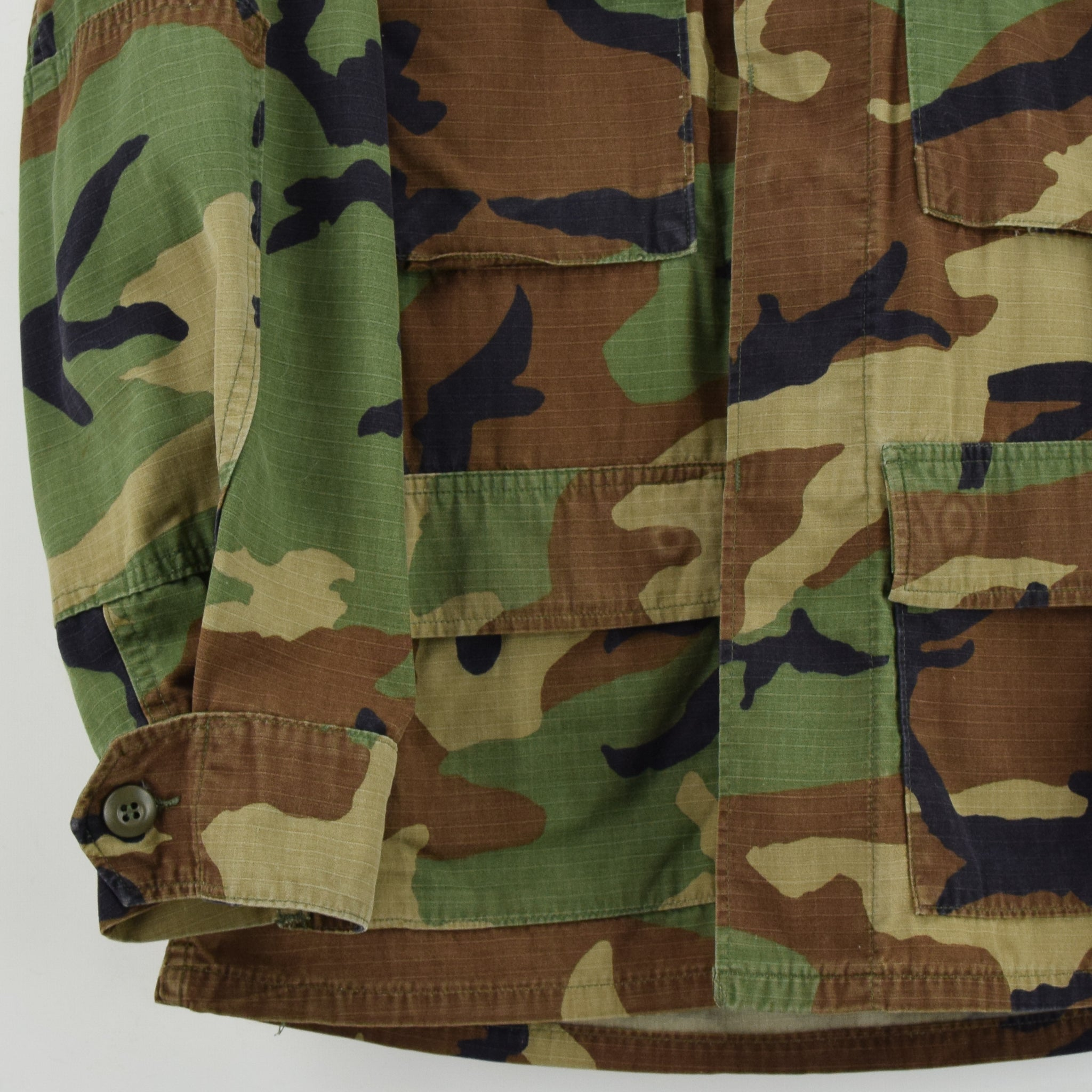 Vintage US Army Hot Weather Woodland Camouflage Combat Coat Field Jacket S front hem