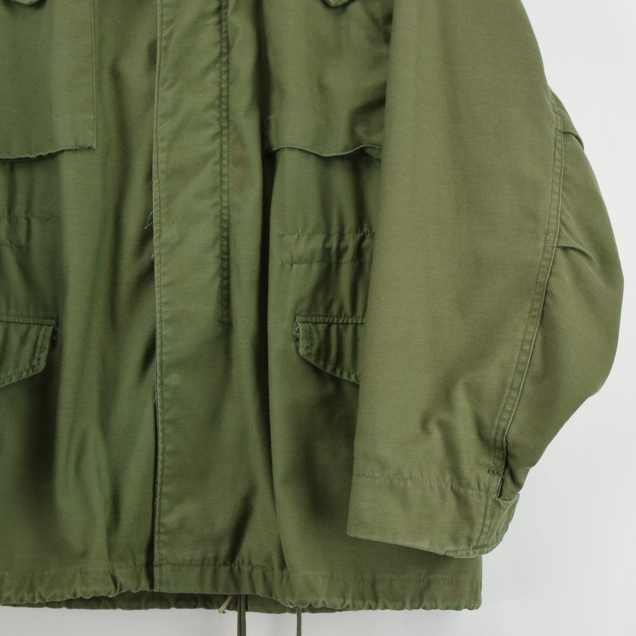 Vintage 80s M-65 Man's Cold Weather Field Military Army Jacket M Reg front hem