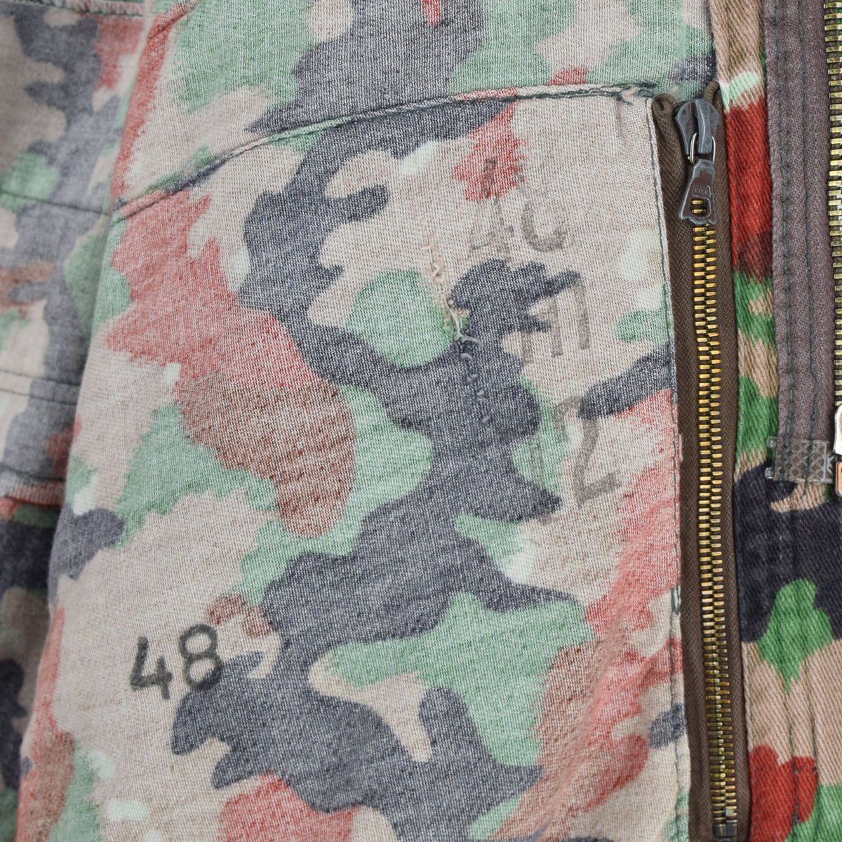 Vintage 70s Swiss Army Alpenflage Camo Swedish Sniper Combat Field Jacket S / M internal print