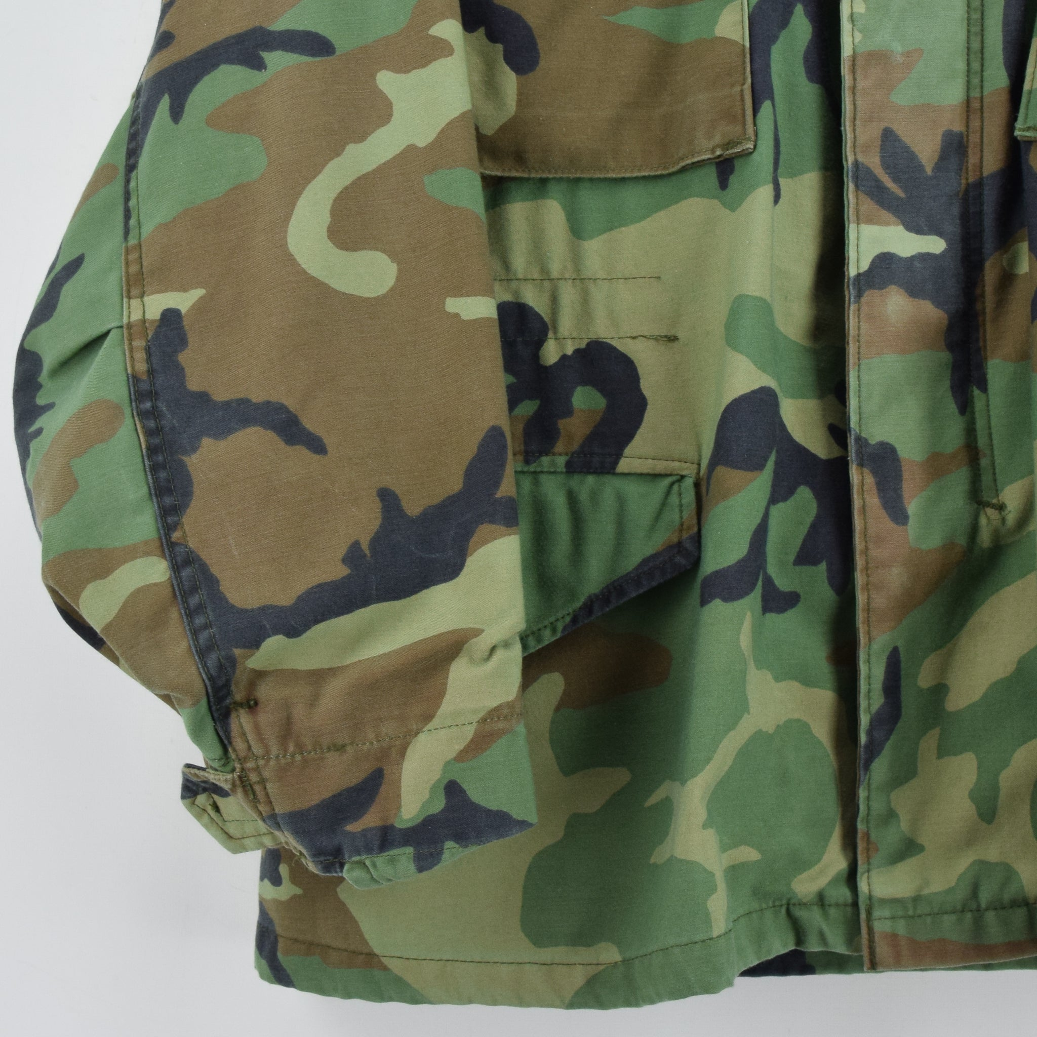 Vintage 90s M-65 Woodland Camouflage Field Coat US Army Cotton Military Jacket M front hem