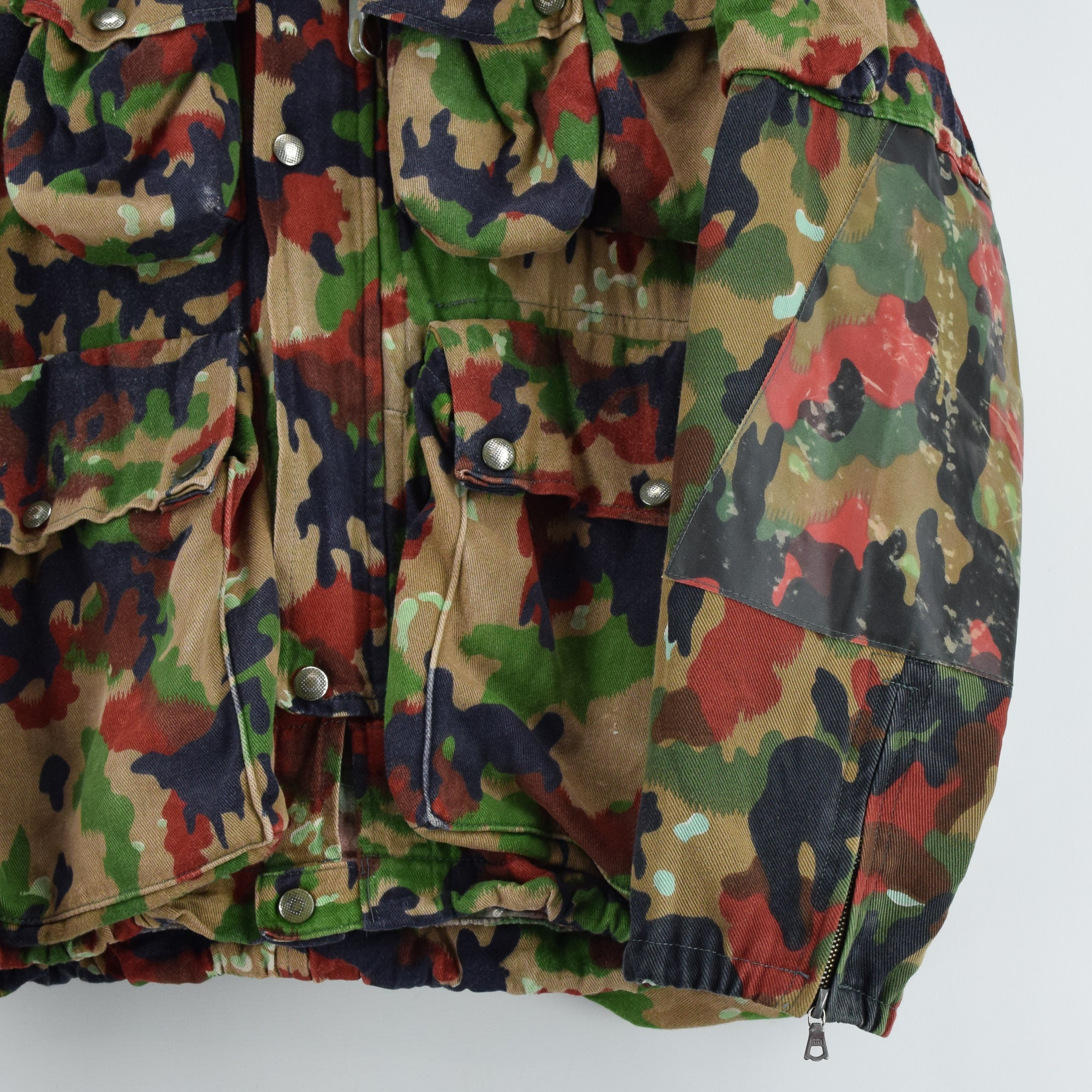 Vintage 70s Swiss Army Alpenflage Camo Sniper Combat Field Jacket S / M front hem