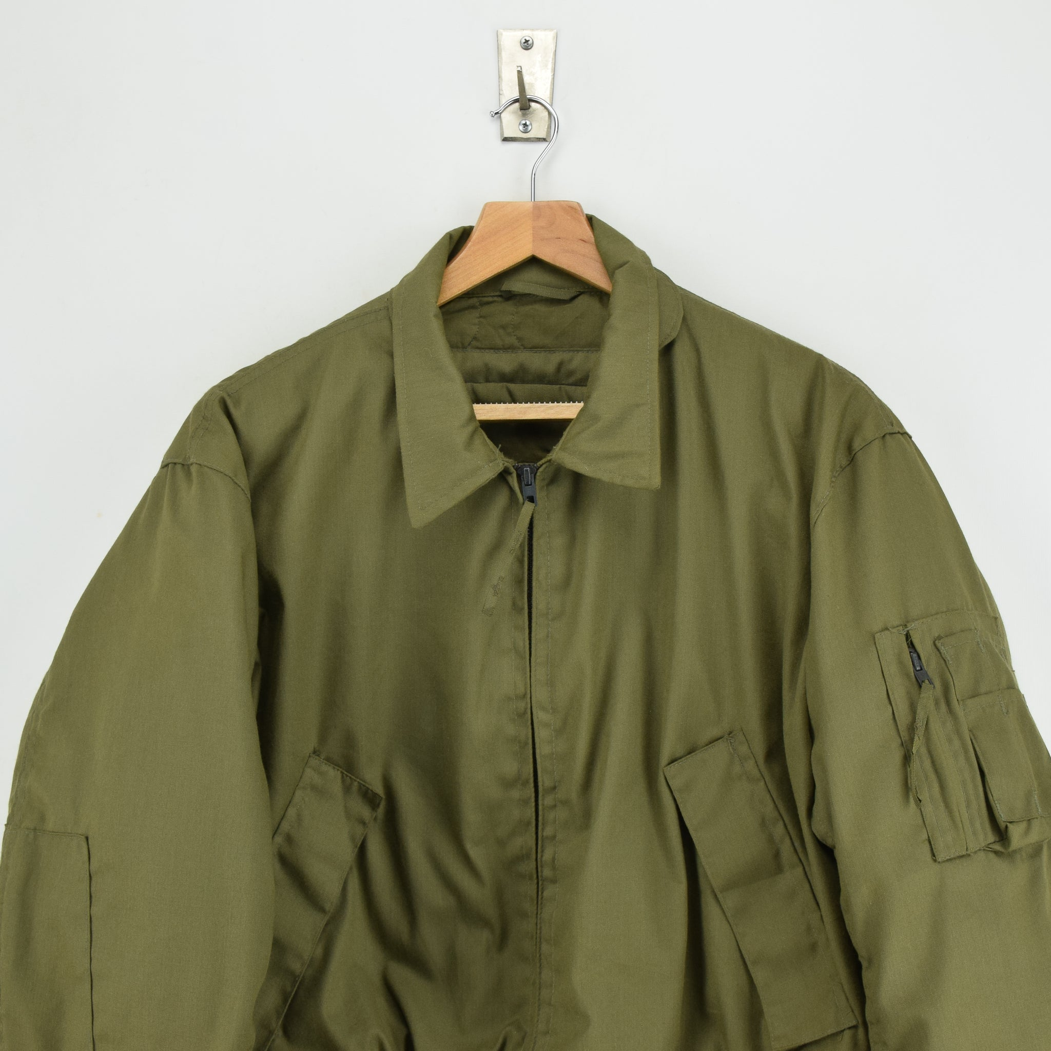 062f65f952 ... Vintage 90s US Army Cold Weather High Temperature Resistant Tanker  Jacket L chest ...