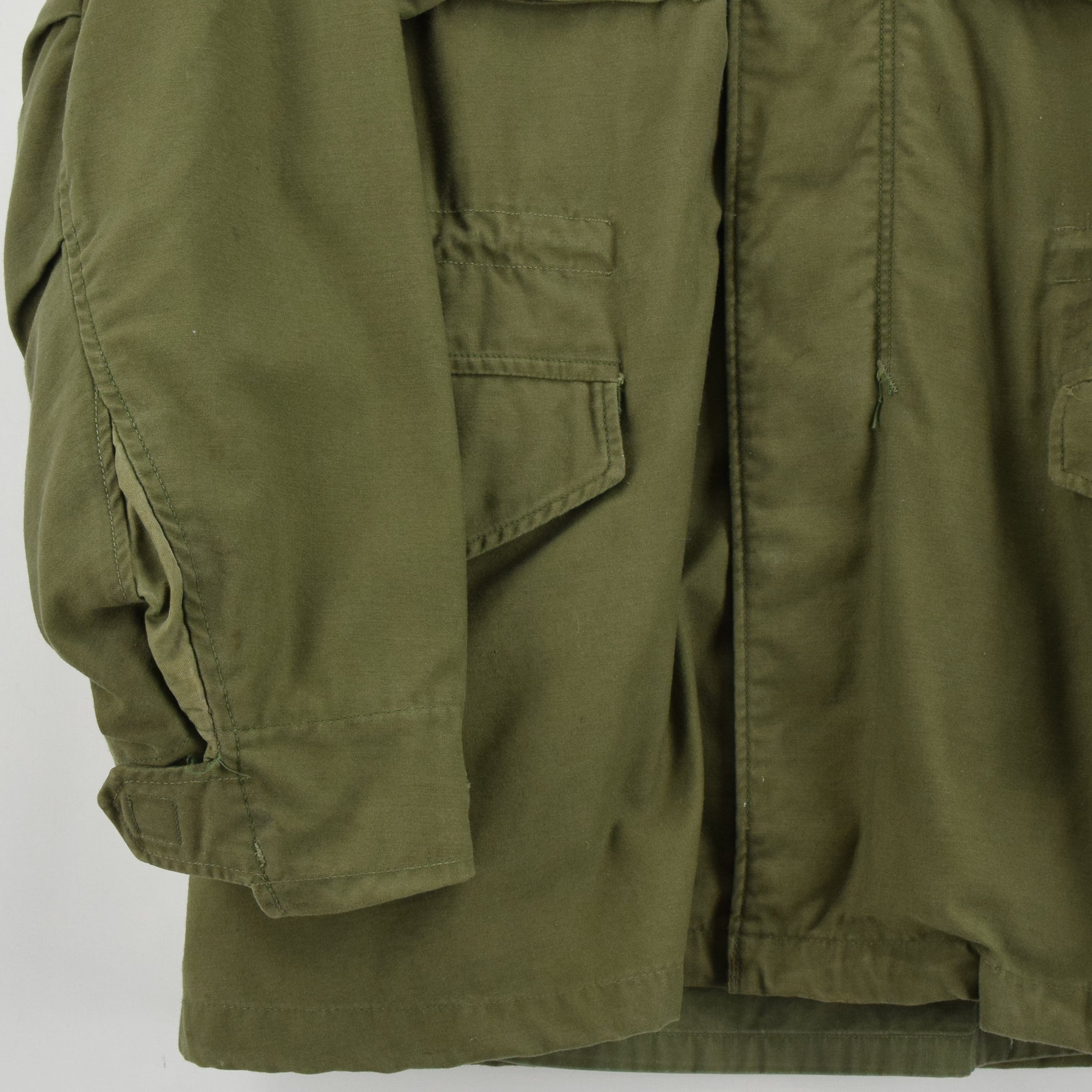 Vintage 60s Vietnam Era M-65 Man's Field Military Jacket Army Green Small Long front hem