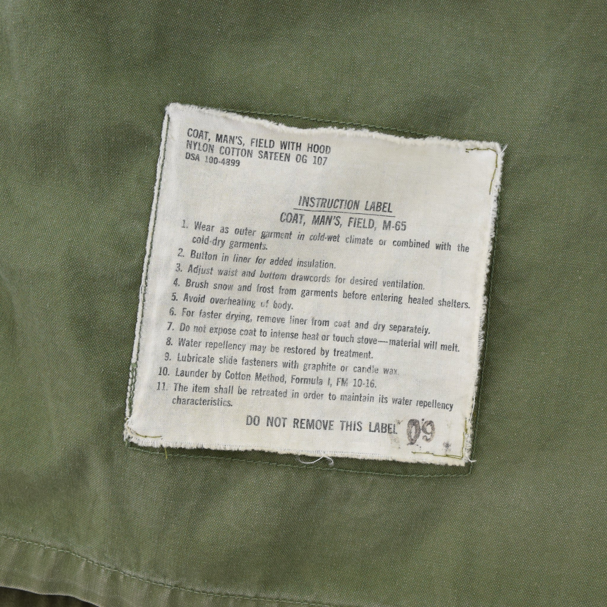 Vintage 60s Vietnam Era M-65 Man's Field Military Jacket Army Green Small Long label