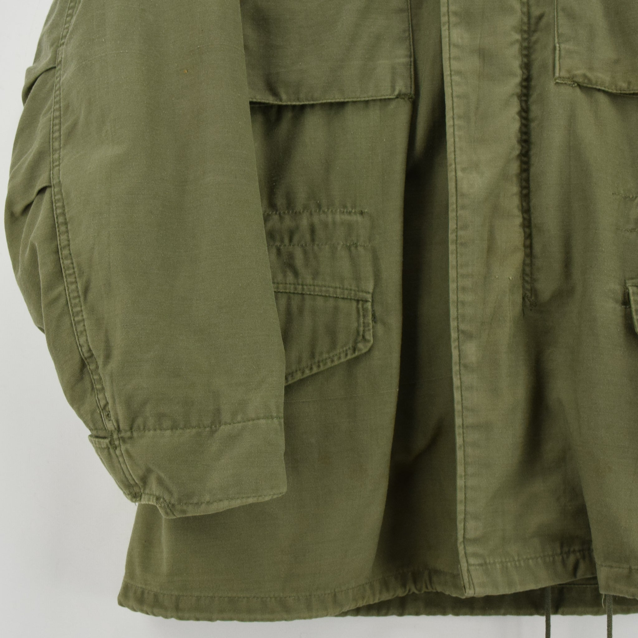 Vintage 80s Alpha Industries M-65 Green Coat Cold Weather Man's Field Jacket S front hem