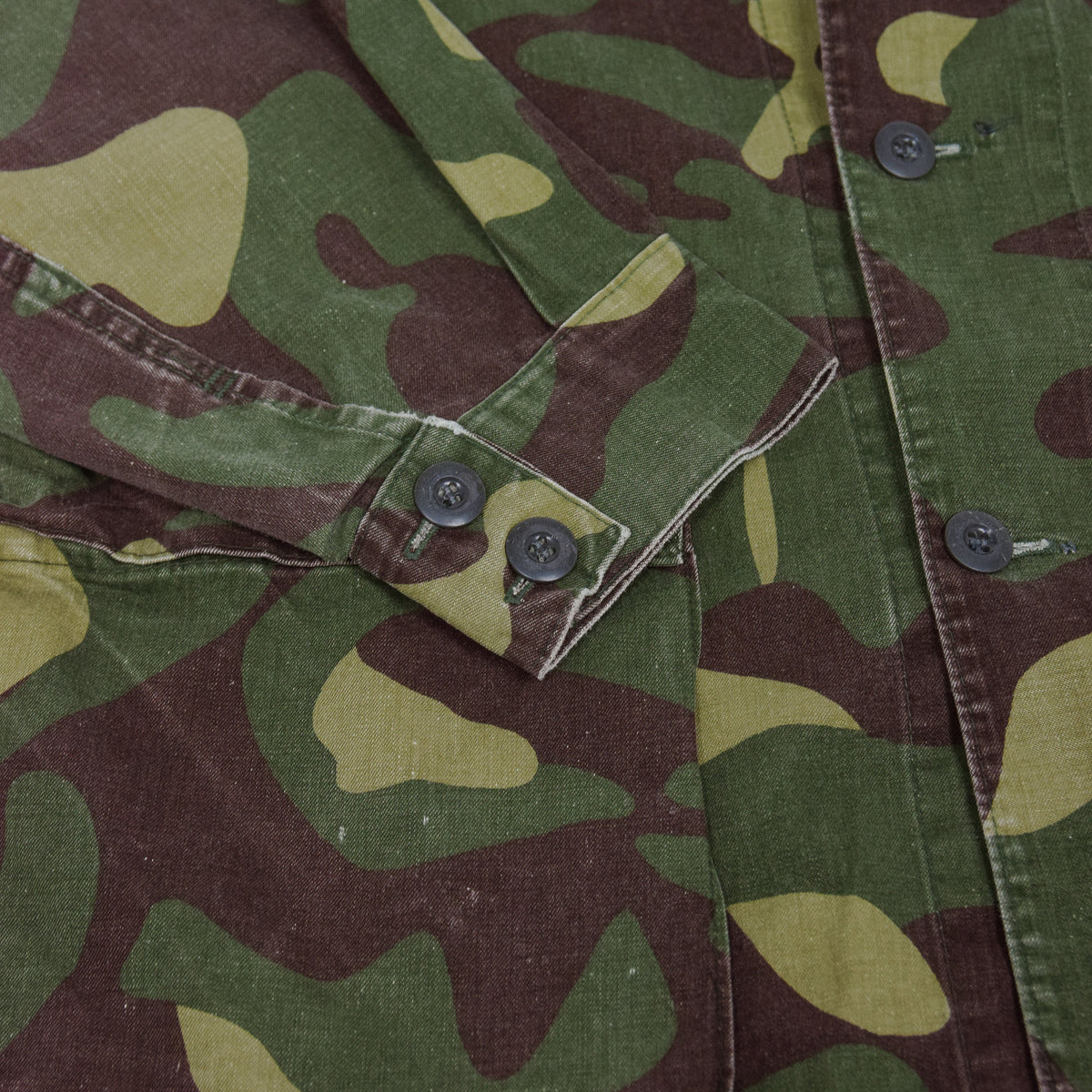 Vintage 80s Military Finnish Army Green Camo Mountain Field Jacket L cuff
