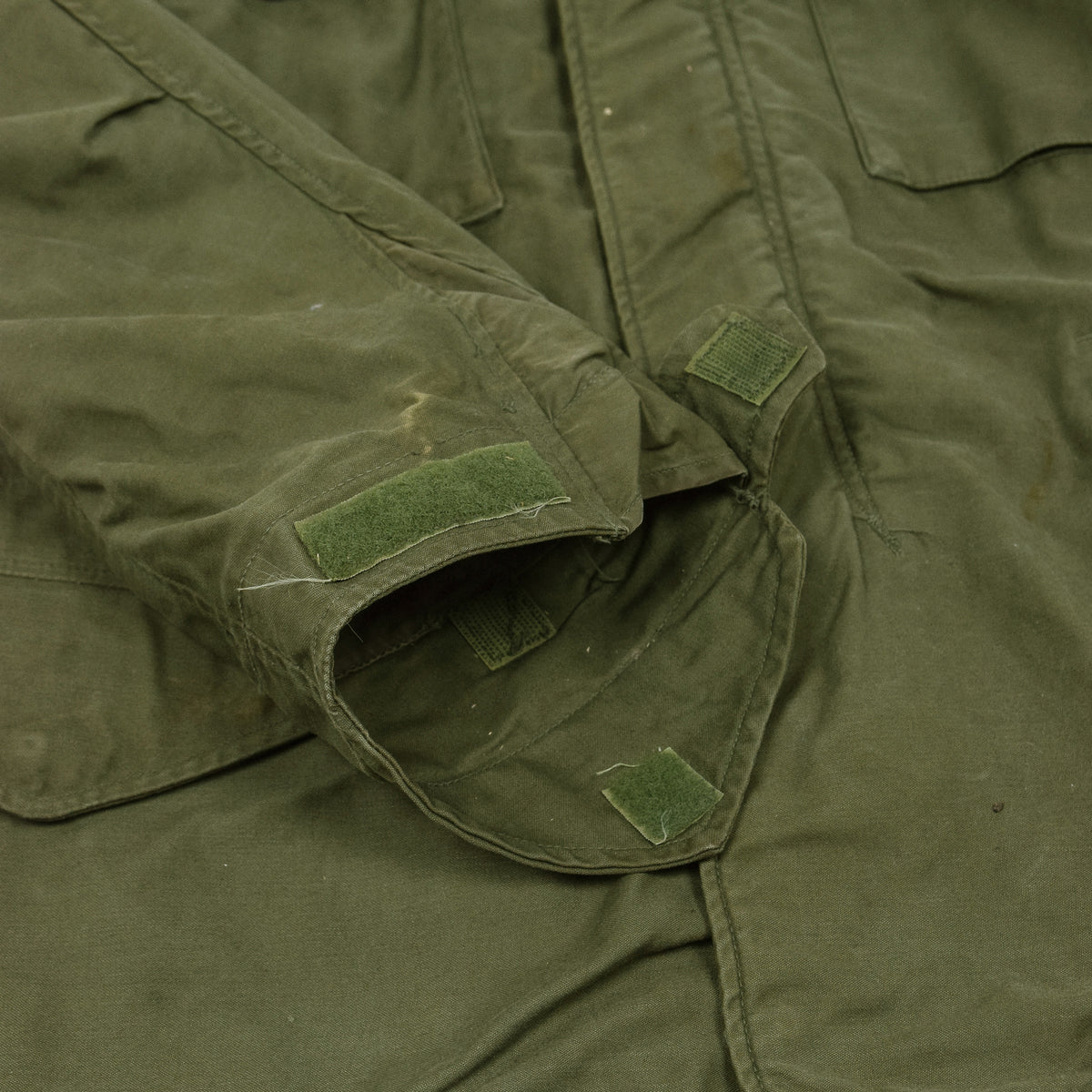Vintage 60s Vietnam M-65 Man's Field Sateen 0G-107 Green US Army Coat S / M cuff