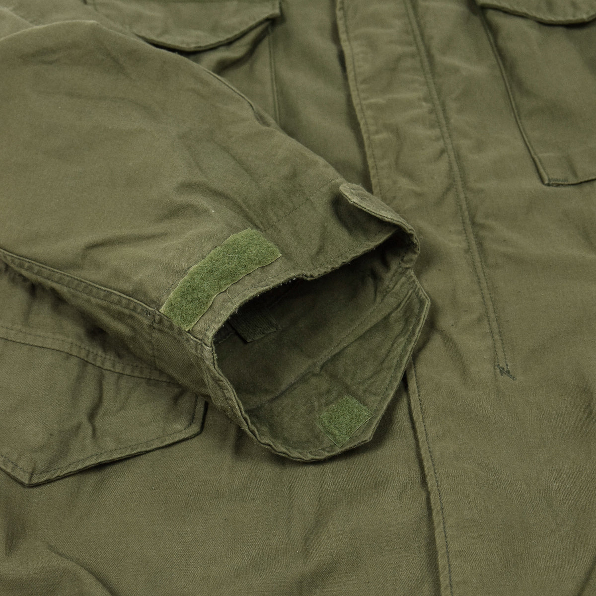 Vintage 80s M-65 Man's Field Cotton Sateen 0G-107 Green US Army Coat M cuff