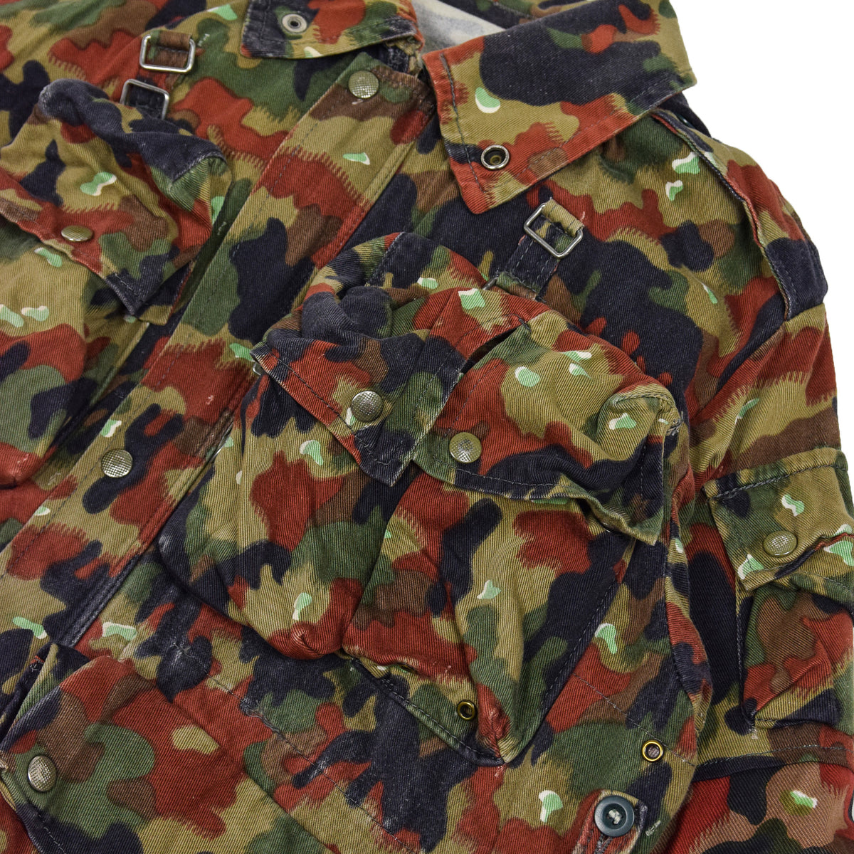 Vintage 70s Swiss Army Alpenflage Camo Sniper Combat Field Jacket M / L pocket detail