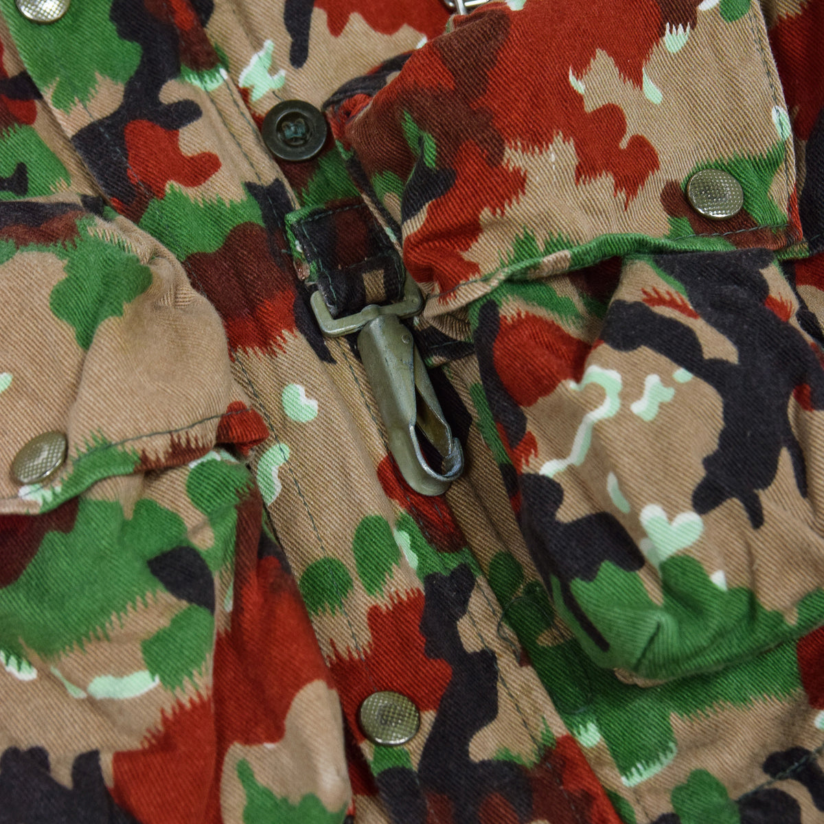 Vintage 70s Swiss Army Alpenflage Camo Sniper Combat Field Jacket M / L pocket 2