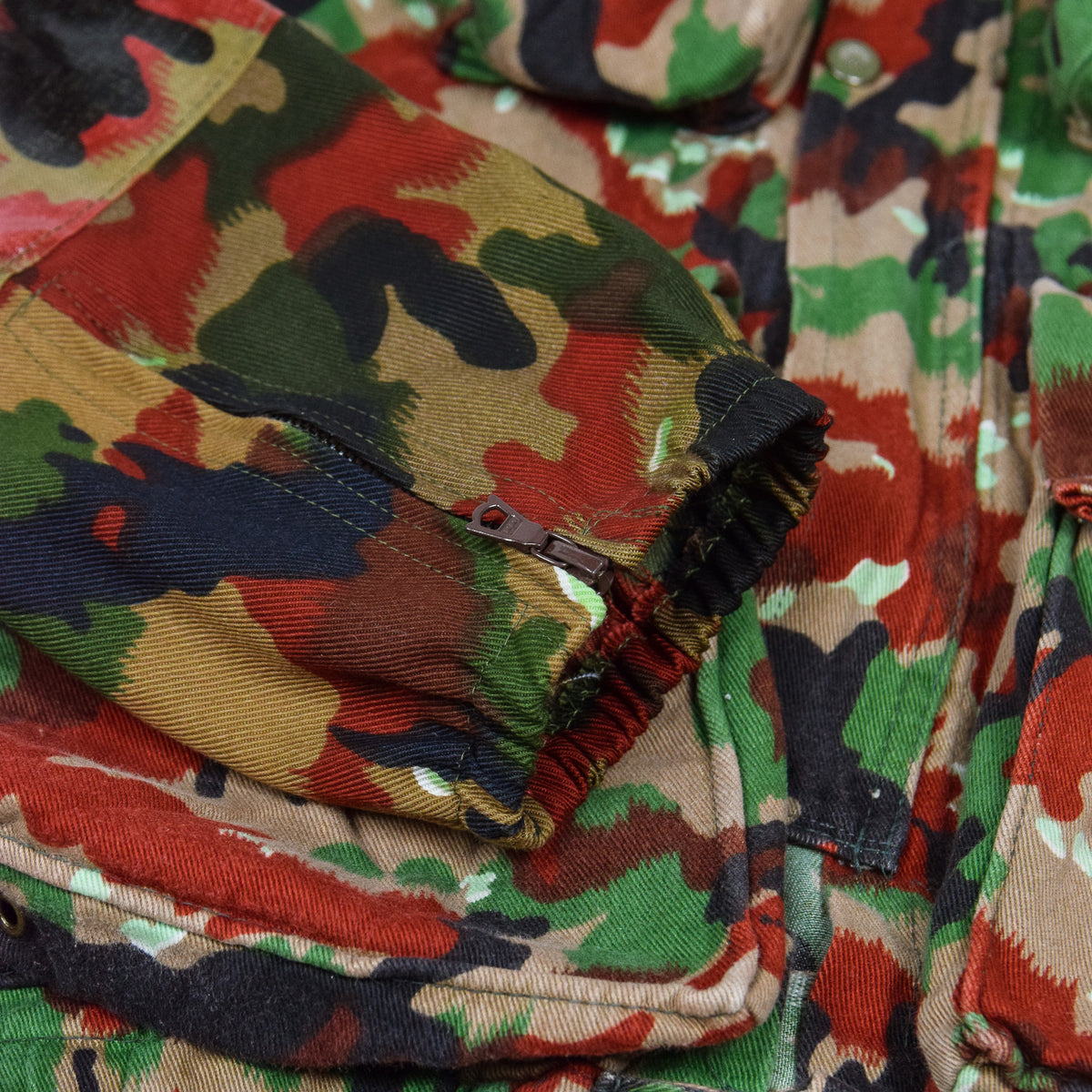 Vintage 70s Swiss Army Alpenflage Camo Sniper Combat Field Jacket M / L cuff
