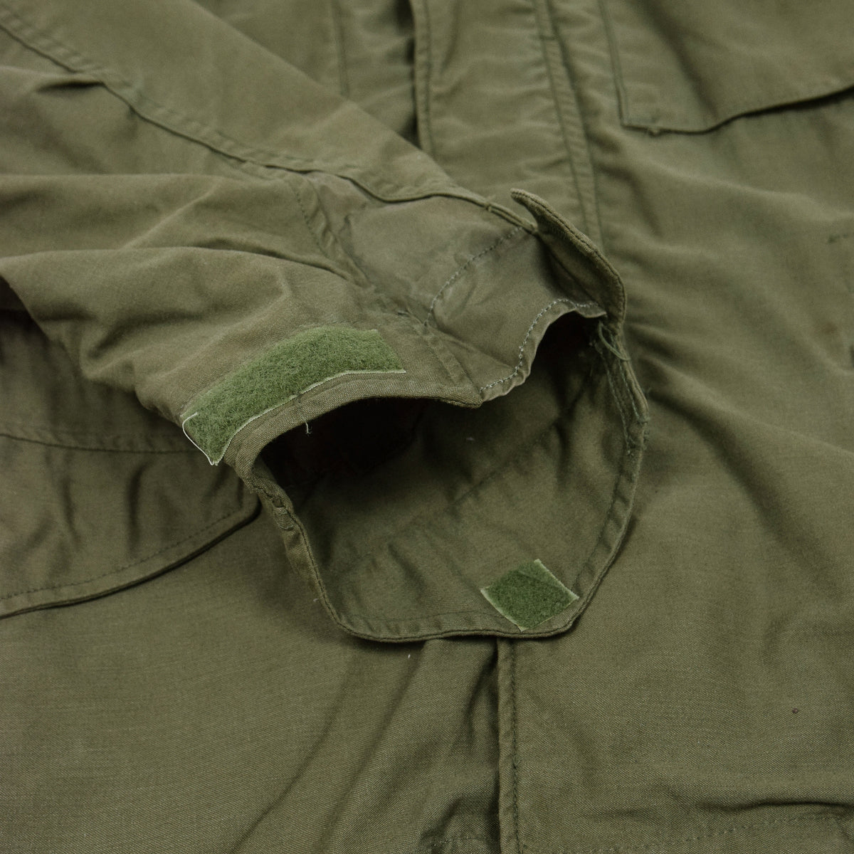 Vintage 60s Vietnam M-65 Man's Field Sateen 0G-107 Green US Army Coat S cuff