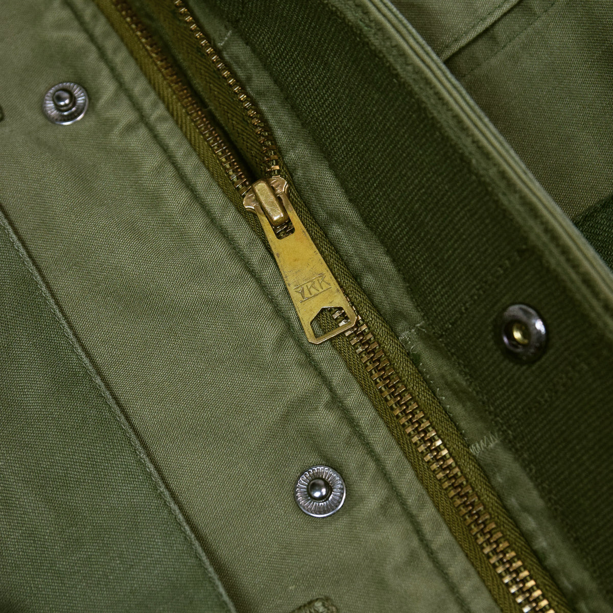 Vintage 80s US Military Darned Fine Reworked A-2 Deck Jacket M zip