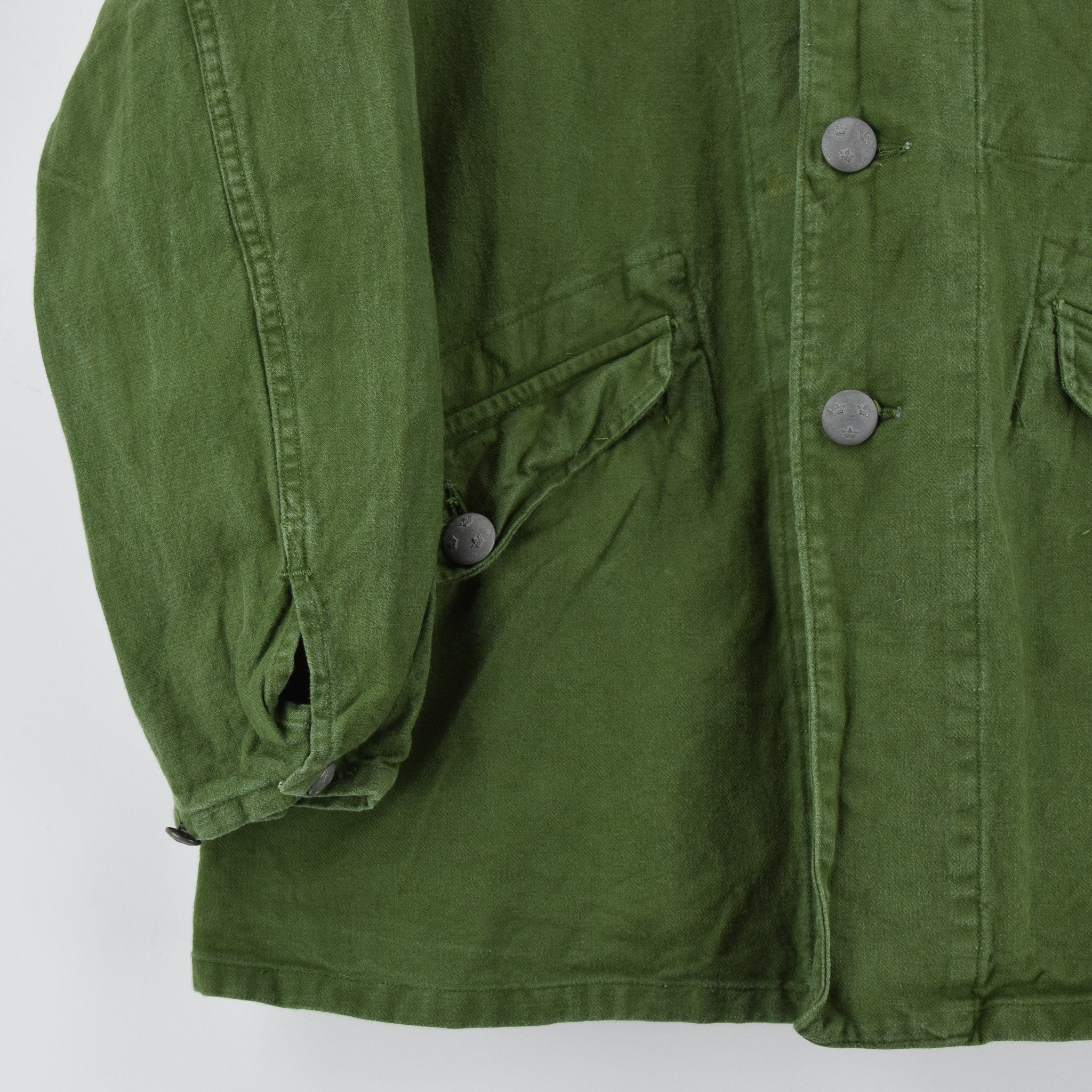Vintage 60s Swedish Military Field Jacket Worker Style Distressed Green S front hem