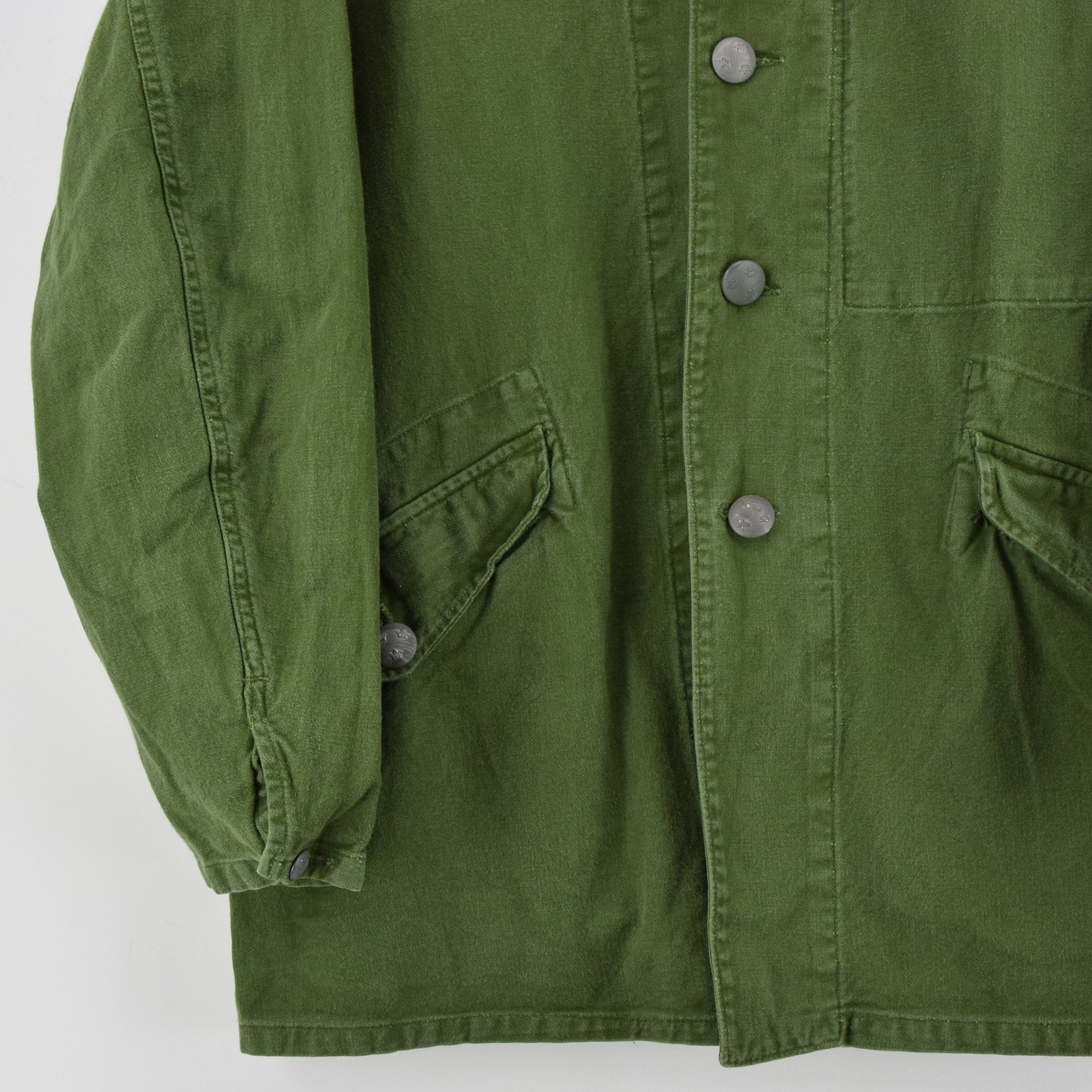 Vintage 60s Swedish Military Field Jacket Worker Style Distressed Green S / M front hem