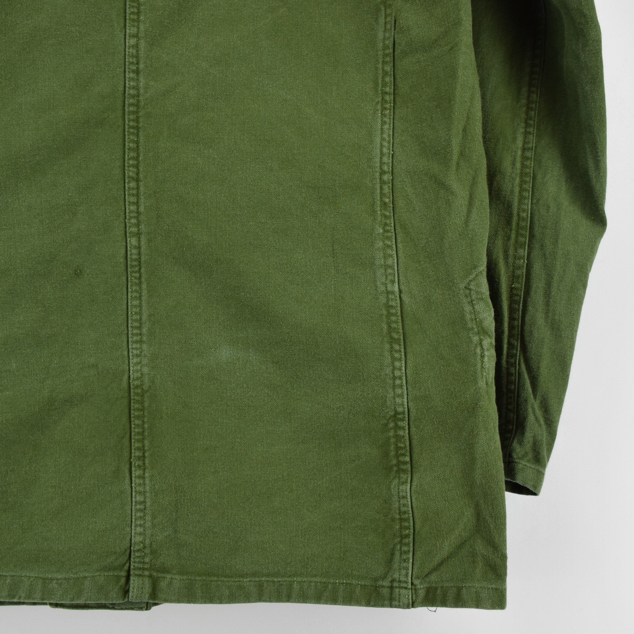 Vintage 60s Swedish Military Field Jacket Worker Style Distressed Green S / M back hem
