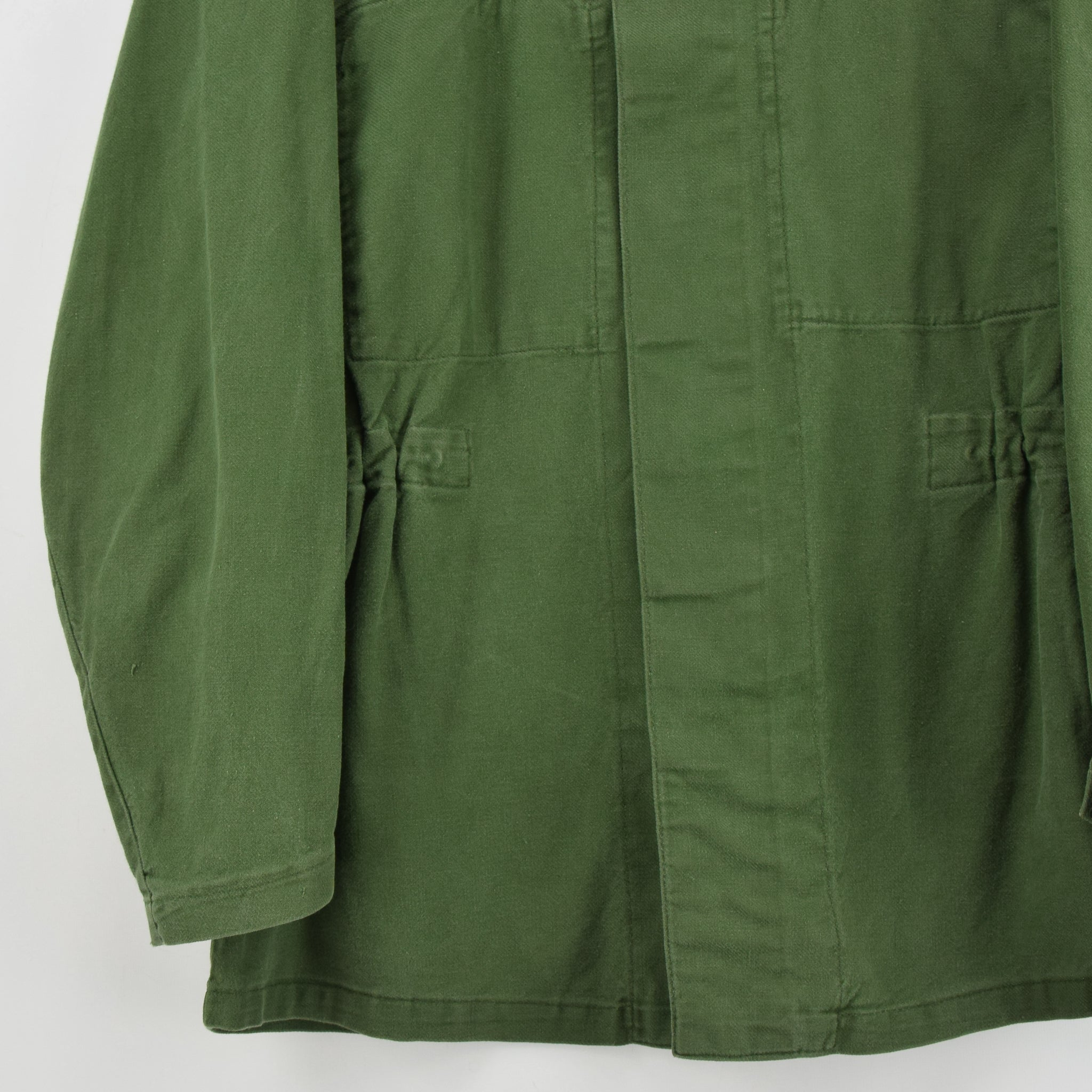 Vintage Swedish Worker Style Distressed Green Military Field Shirt Jacket M front hem